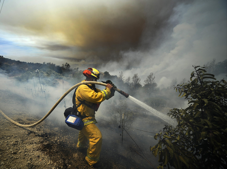how us wildland firefighters will battle the blazes of the future  u2014 quartz