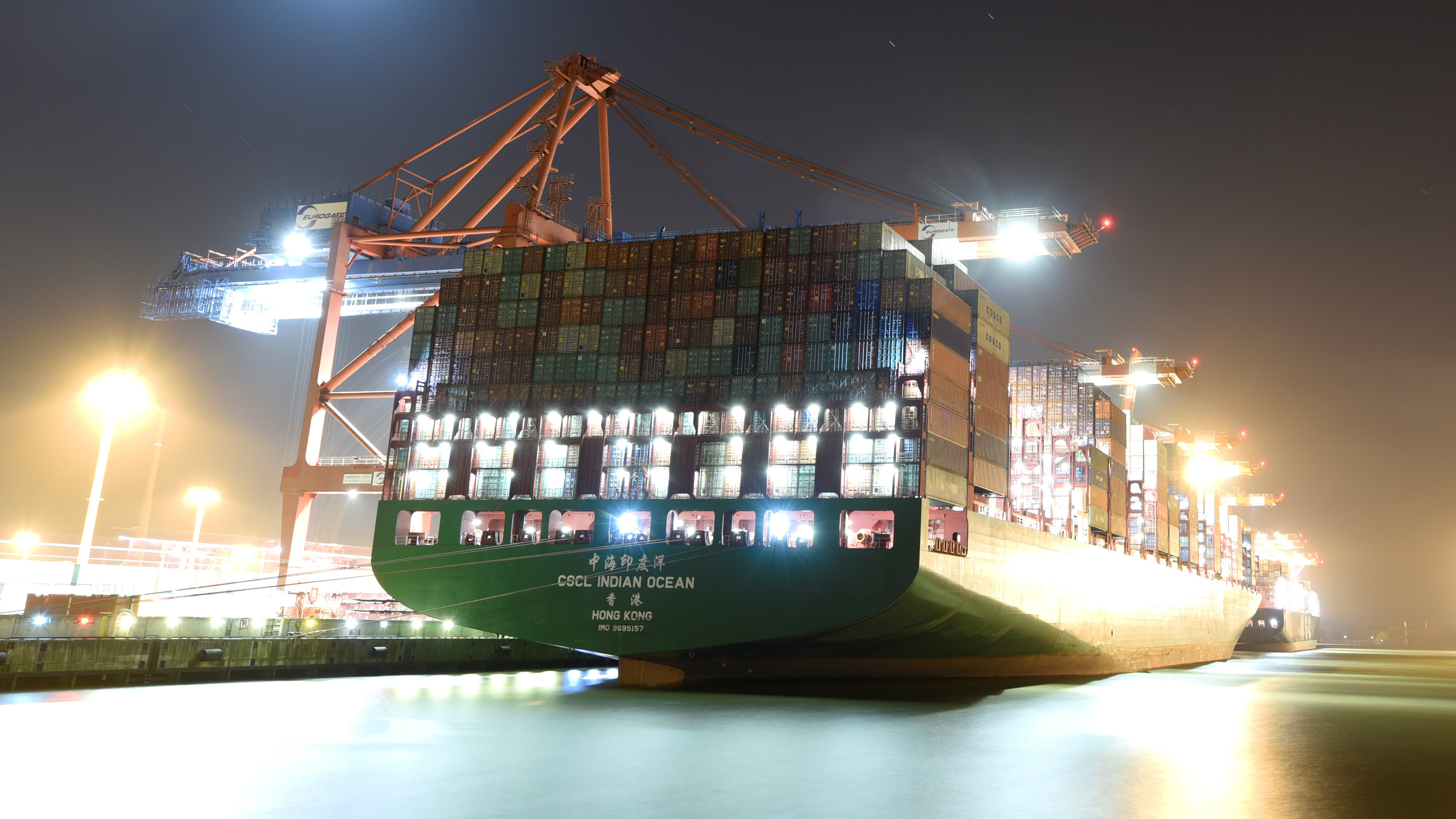 A ship filled with containers.