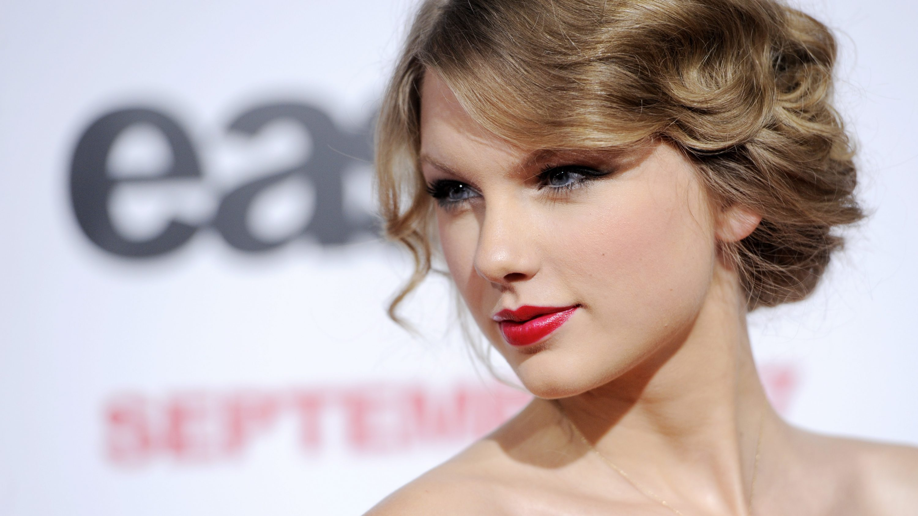 """Singer Taylor Swift poses at the premiere of the film """"Easy A"""" in Los Angeles, Monday, Sept. 13, 2010."""
