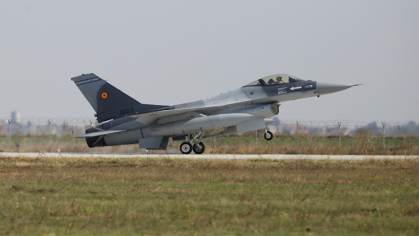 A F-16 plane touches down at 86th Air Base of Romanian Air Force after performing a flight during the official presentation ceremony of 6 F-16 planes bought by the Romanian government, in Fetesti, Calarasi county, Romania October 7, 2016.