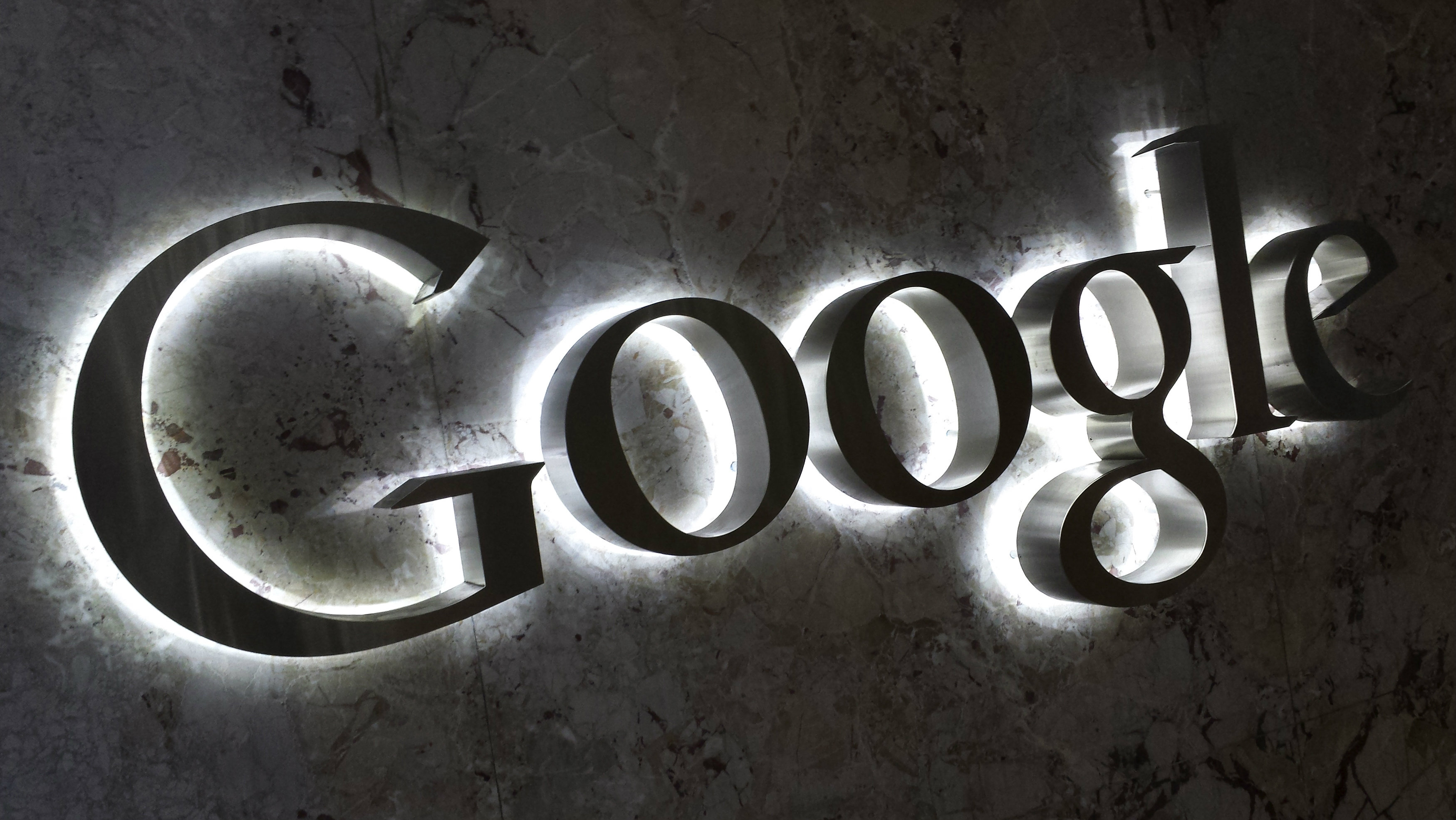 A Google logo is seen at the entrance to the company's offices in Toronto September 5, 2013. REUTERS/Chris Helgren (CANADA - Tags: MEDIA BUSINESS LOGO)