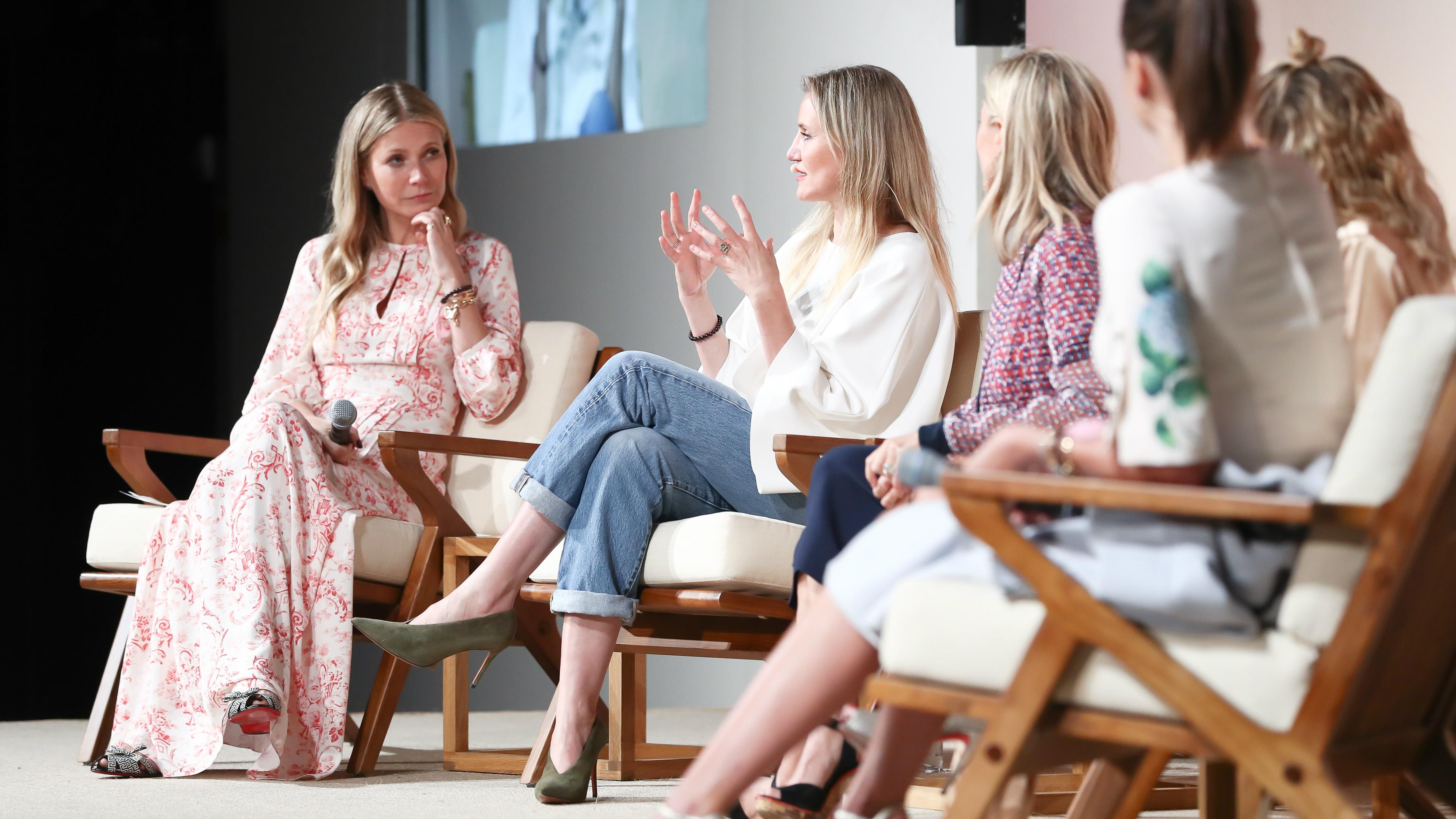 Gwyneth Paltrow consults with Cameron Diaz, Tory Burch, Nicole Richie, and  Miranda Kerr. (BFA/John Salangsang)