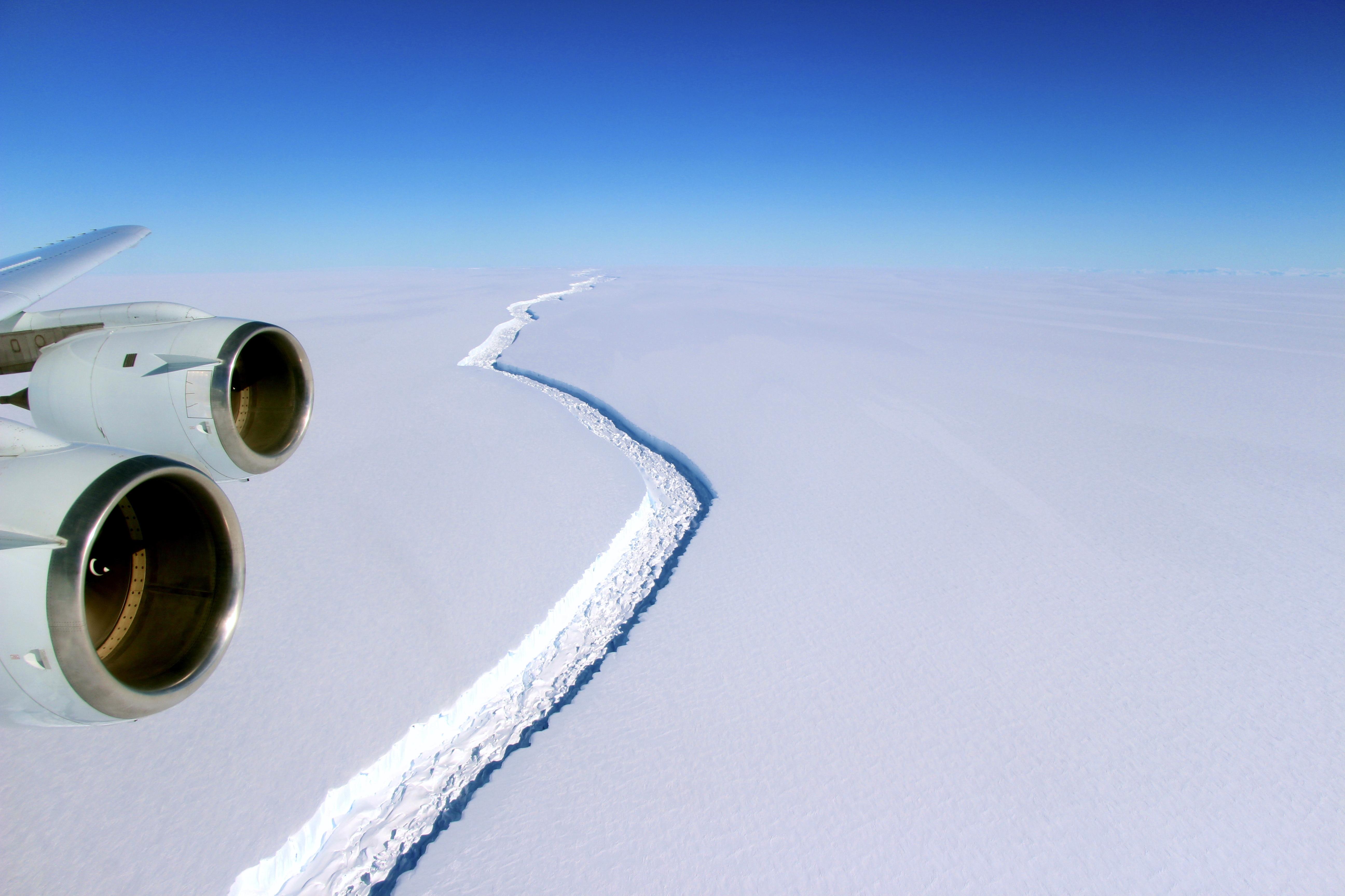 Huge crack in the Antarctica to soon reach breaking point