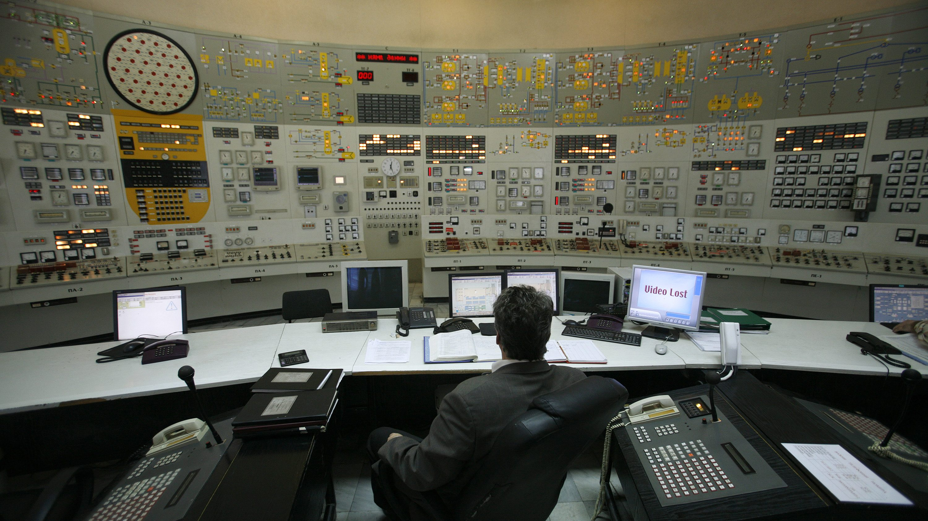 An operator carries out technical tests for a possible restart of two Soviet-era nuclear reactors at a control centre in the nuclear power plant of Kozloduy, some 200 km (124 miles) north of Sofia, January 27, 2009. The Socialist-led government says the reactors at Bulgaria's sole nuclear power plant were unfairly deemed dangerous by the EU and has called on Brussels to compensate Bulgaria for the double blow of the gas row and the global economic slowdown, by allowing a restart.