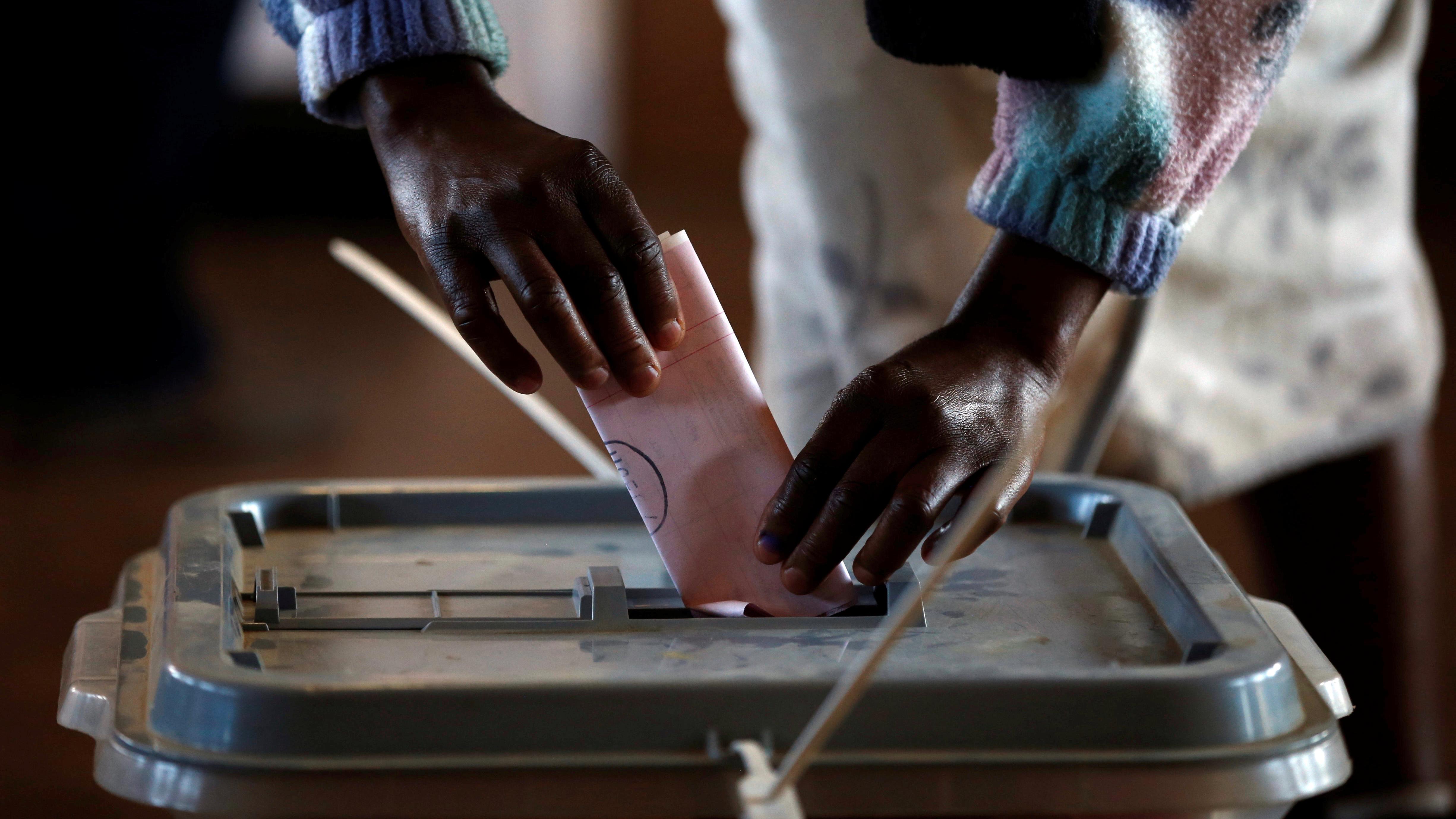 A woman casts her ballot during the national elections at Ha-Mampho Village outside the capital Maseru, Lesotho June 3, 2017. REUTERS/Siphiwe Sibeko - RTX38TSL