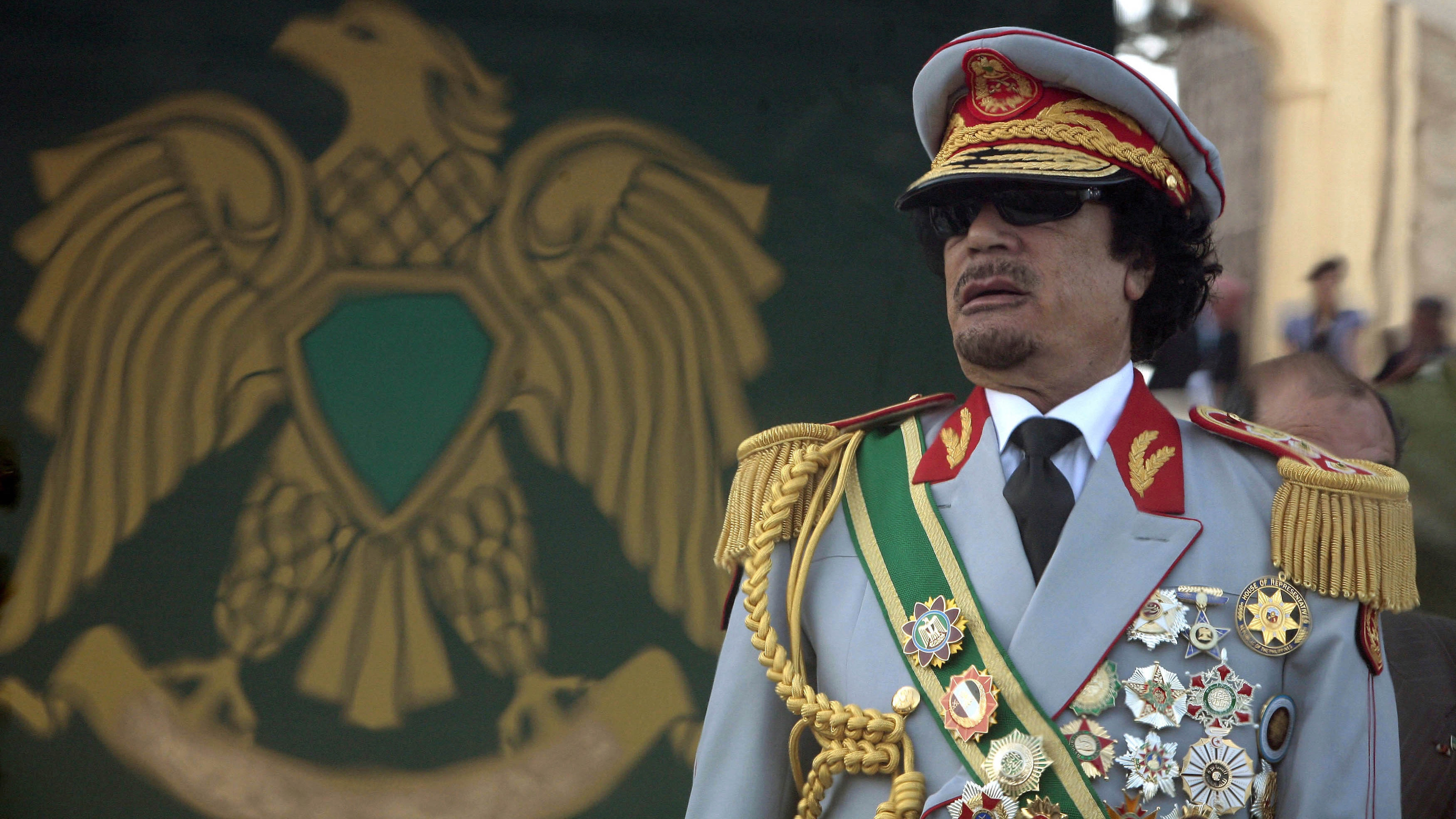 Libya's leader Muammar Gaddafi attends a celebration of the 40th anniversary of his coming to power at the Green Square in Tripoli September 1, 2009.  REUTERS/Zohra Bensemra  (LIBYA ANNIVERSARY POLITICS IMAGES OF THE DAY) - RTR27C8I