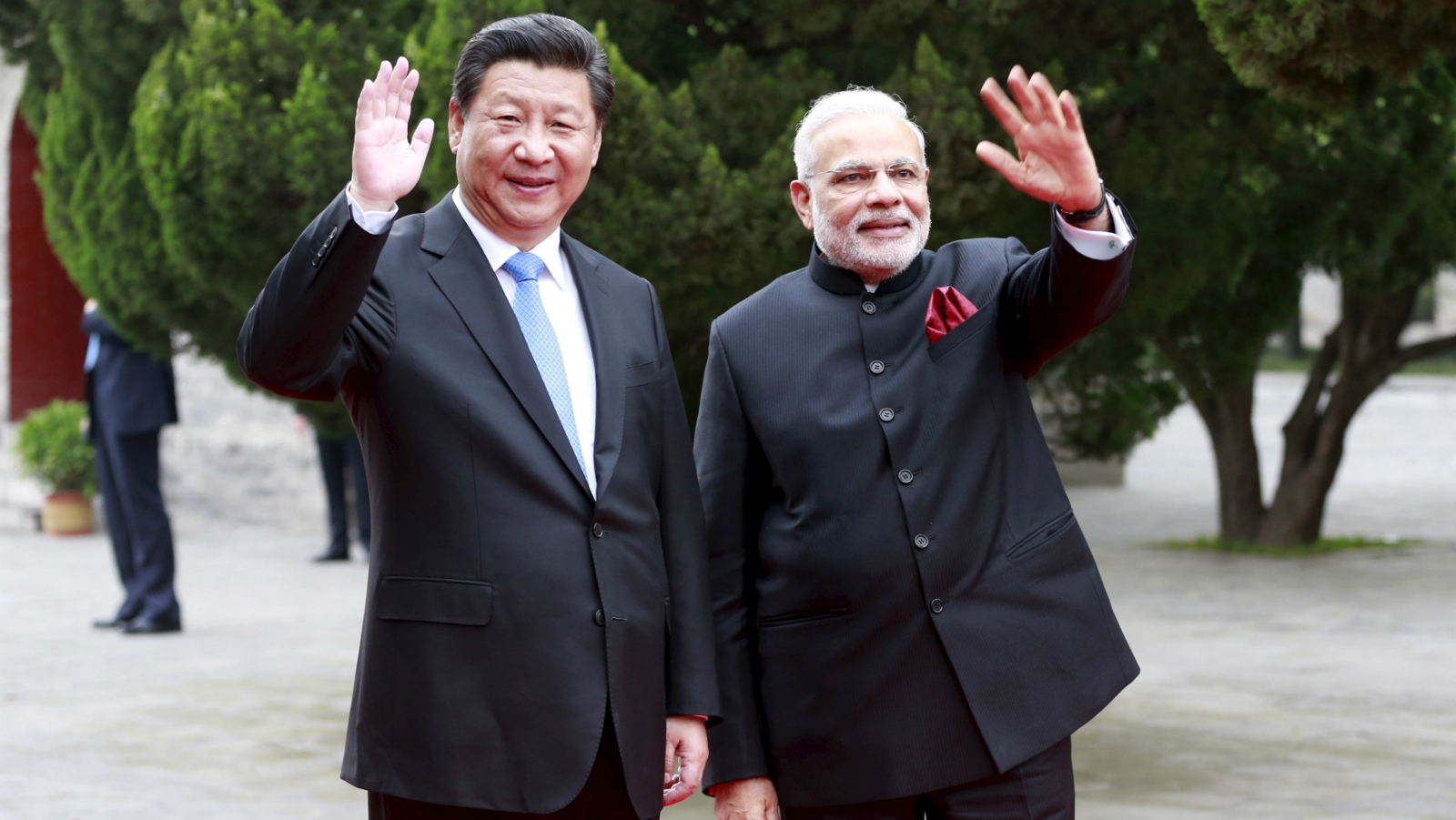 Chinese President Xi Jinping (L) and Indian Prime Minister Narendra Modi wave as they visit Dacien Buddhist Temple in Xian, Shaanxi province, China, May 14, 2015.