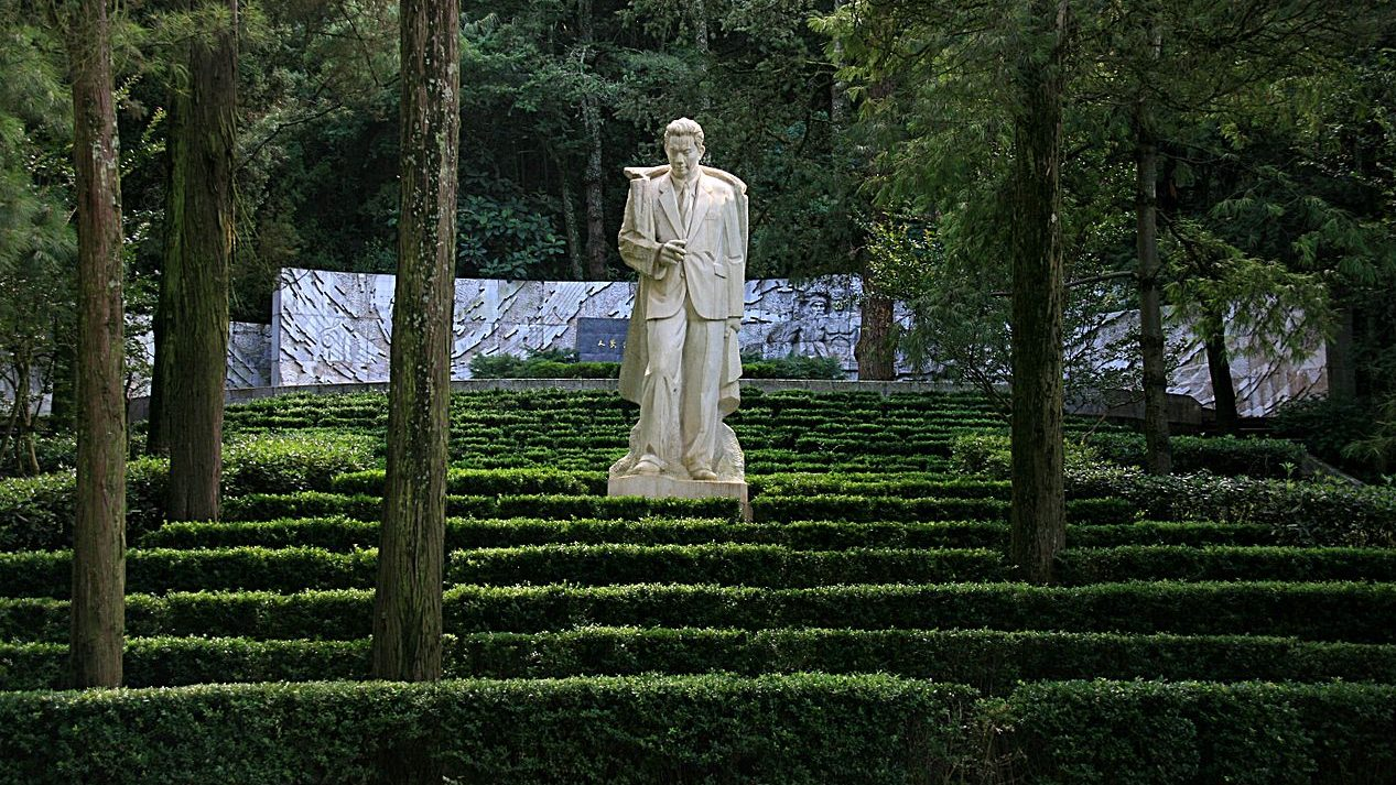 Photograph of the tomb of Nie Er in the Western Hills Forest Reserve, Kunming, Yunnan Province, China