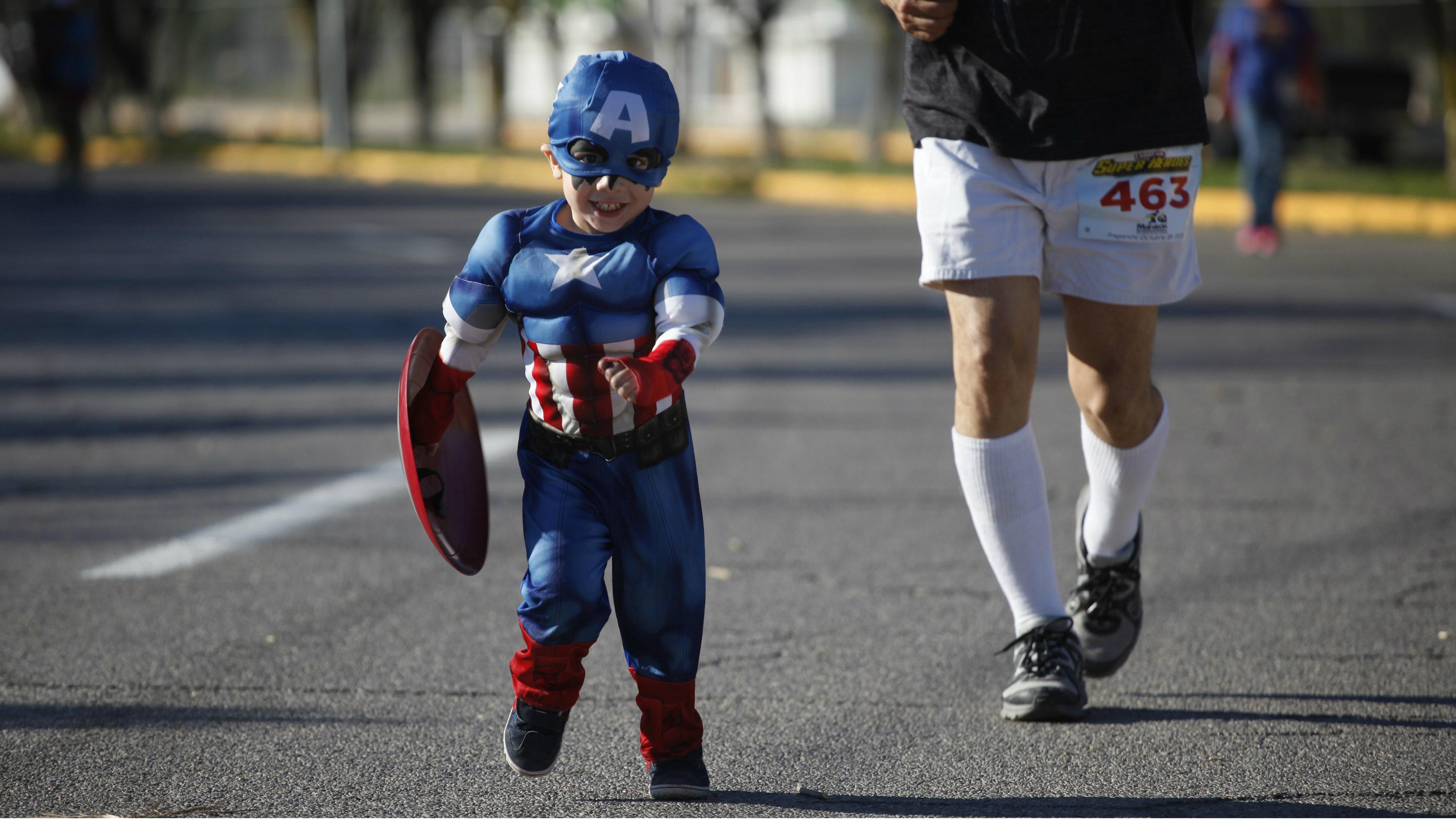 "HEADLINE:A boy dressed as Captain America takes part in the ""Superheroes Corriendo Por Peque?os Inocentes"" race..."
