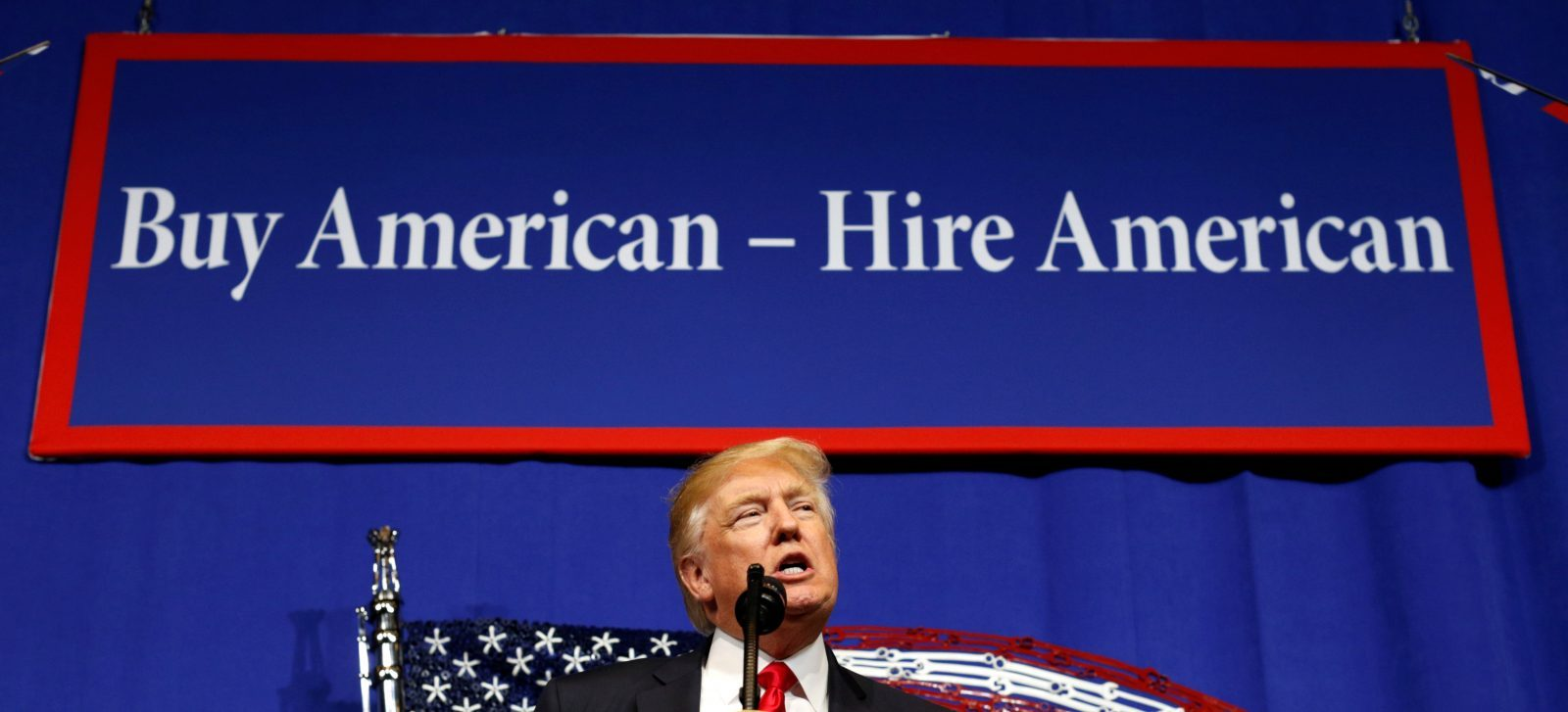 U.S. President Donald Trump speaks before signing an executive order directing federal agencies to recommend changes to a temporary visa program used to bring foreign workers to the United States to fill high-skilled jobs during a visit to the world headquarters of Snap-On Inc, a tool manufacturer in Kenosha, Wisconsin, U.S., April 18, 2017.  REUTERS/Kevin Lamarque - RTS12UB9