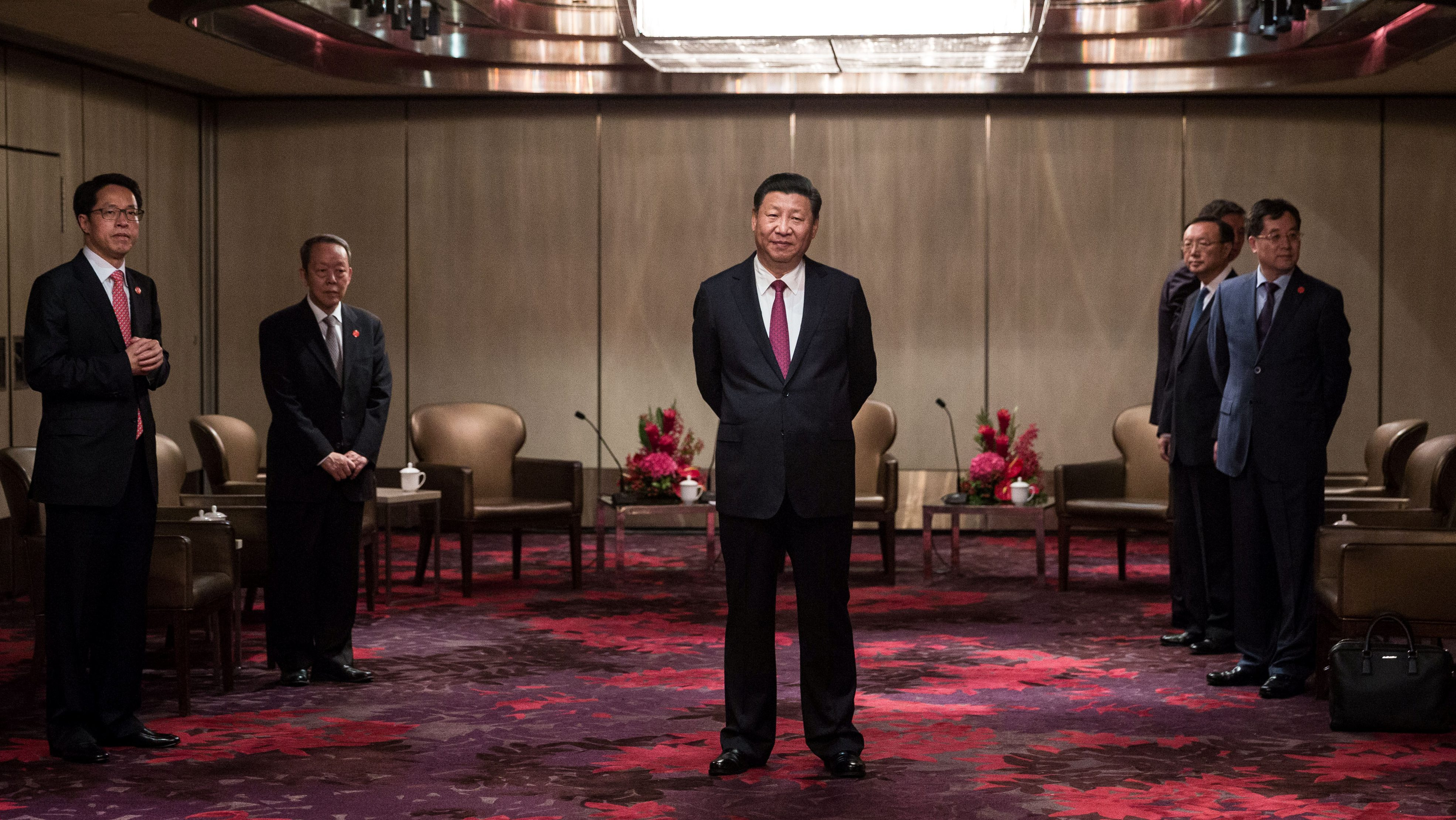 China's President Xi Jinping waits to meet with outgoing Hong Kong Chief Executive Leung Chun-ying at a hotel in Hong Kong, China, June 29, 2017. REUTERS/Dale De La Rey/Pool - RTS1927G