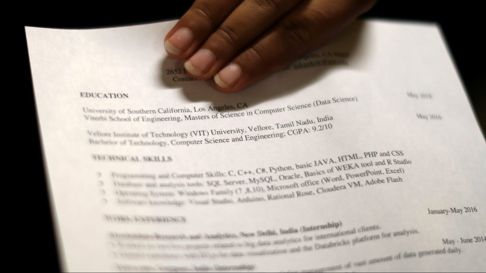 A woman holds her resume at TechFair LA, a technology job fair, in Los Angeles, California, U.S., January 26, 2017. REUTERS/Lucy Nicholson - RTSXKBN