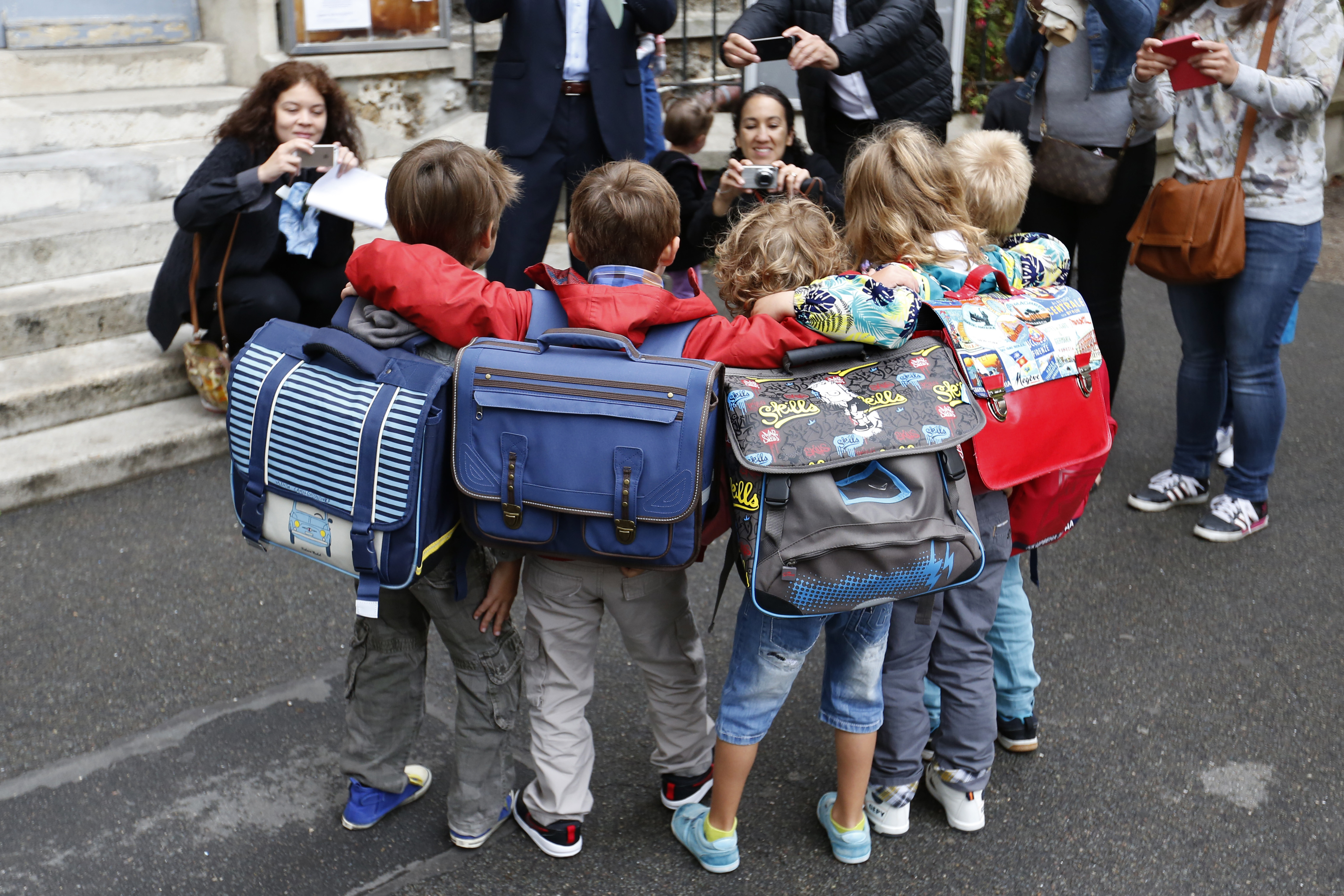Schoolchildren pose for a group picture before entering the primary school Jules Ferry in Fontenay-sous-Bois near Paris, on the start of the new school year in France September 1, 2015.