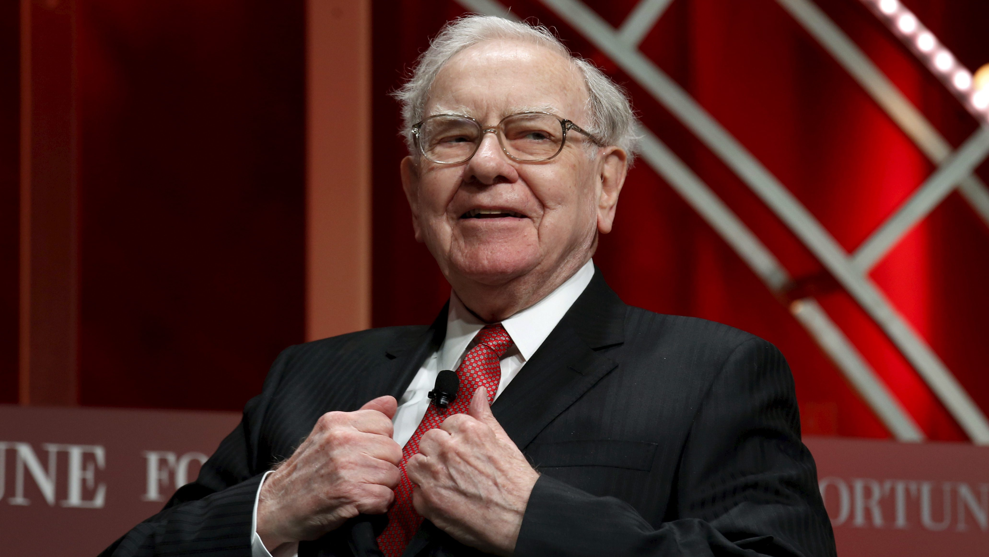 Warren Buffett, chairman and CEO of Berkshire Hathaway, takes his seat to speak at the Fortune's Most Powerful Women's Summit in Washington October 13, 2015.  REUTERS/Kevin Lamarque/File Photo - RTX2D4HL