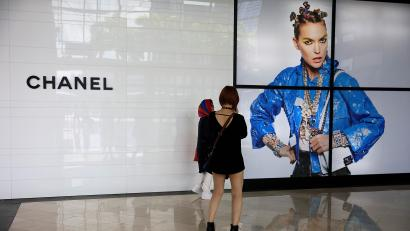Big Luxury Labels Like Gucci Prada And Louis Vuitton Aren T In The Business Of Selling Clothes Quartz