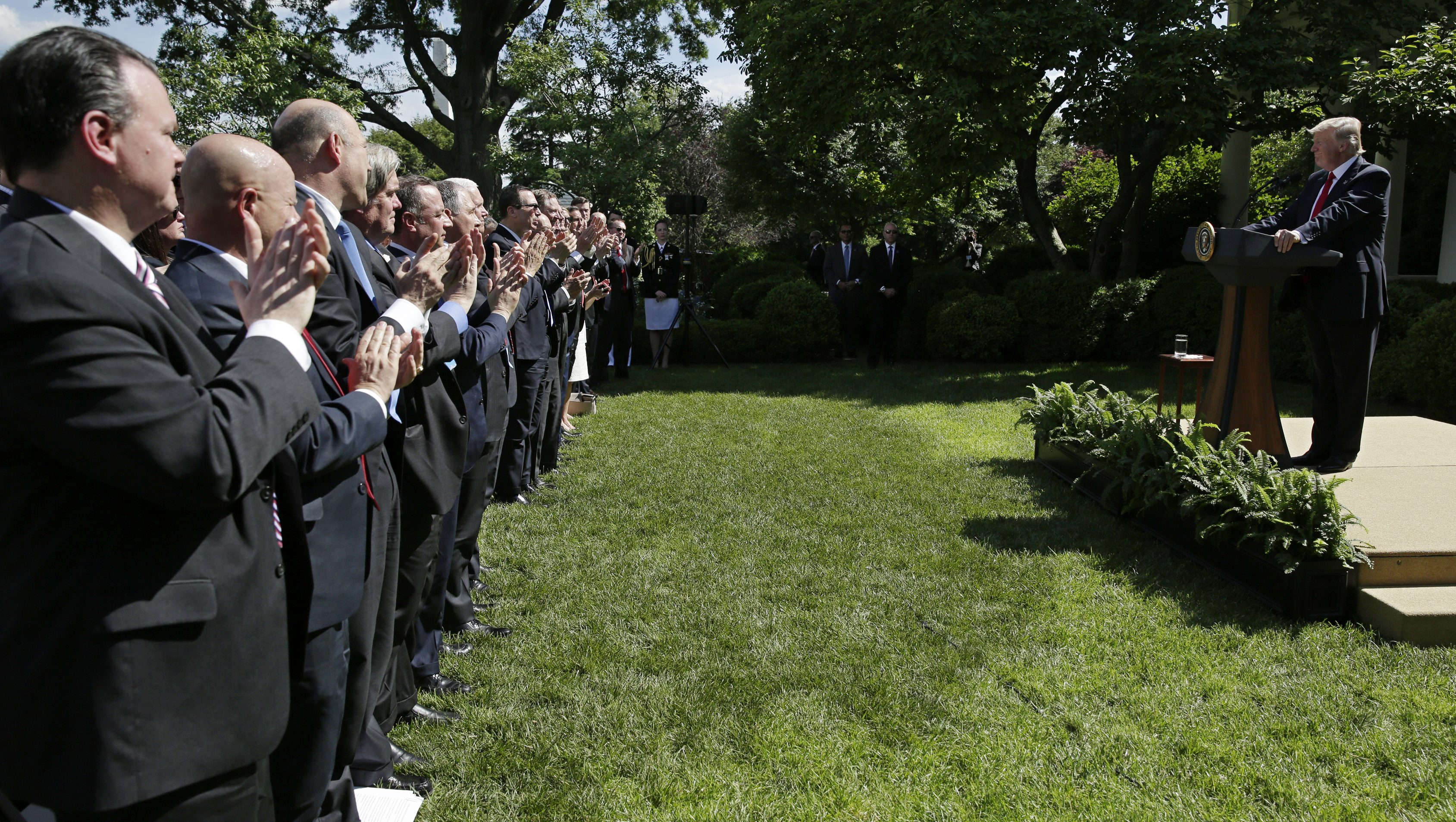 U.S. President Donald Trump is applauded as he announces his decision to withdraw from the Paris Climate Agreement in the Rose Garden of the White House in Washington, U.S., June 1, 2017. REUTERS/Joshua Roberts - RTX38PEA