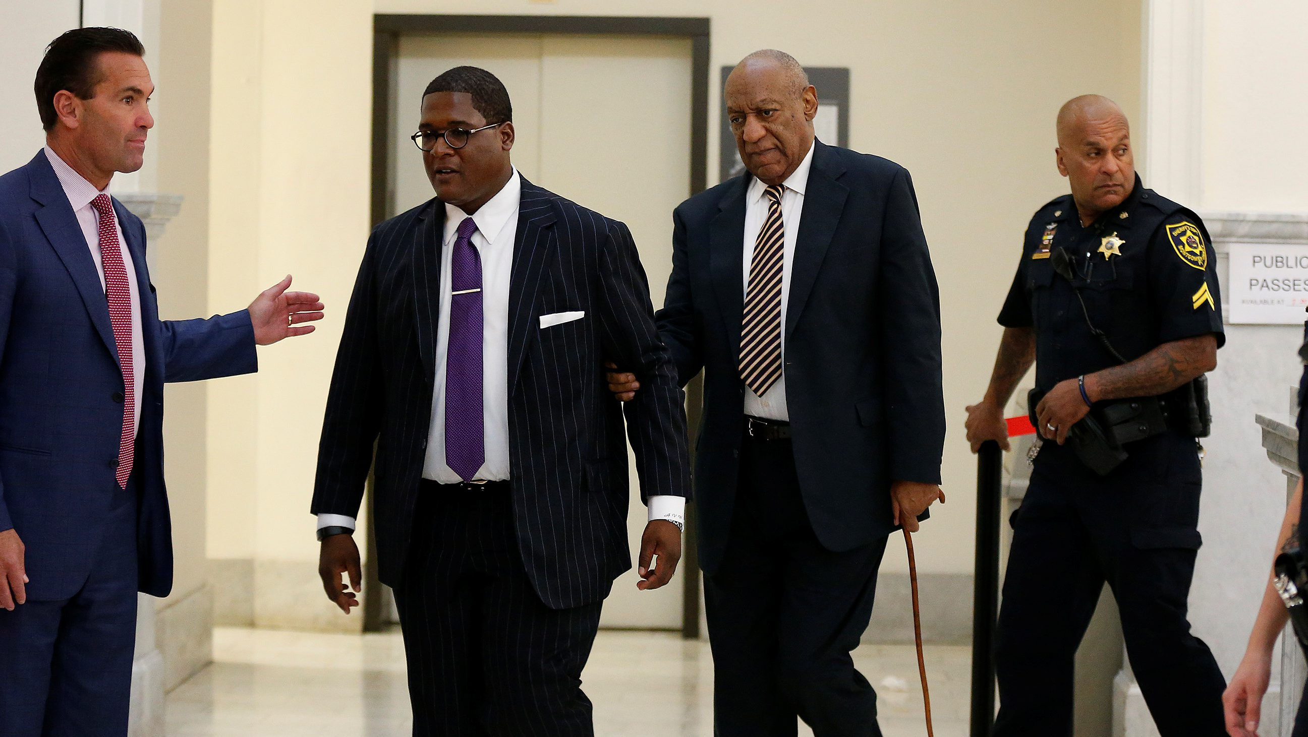 Lawyer Fortunato N. Perri, Jr.,(L) waits for Andrew Wyatt (2nd L) to guide Bill Cosby back to the courtroom after lunch on the first day of Cosby's trial for sexual assault at the Montgomery County Courthouse in Norristown, Pennsylvania, U.S. June 5, 2017.  REUTERS/David Maialetti/Pool - RTX395OO