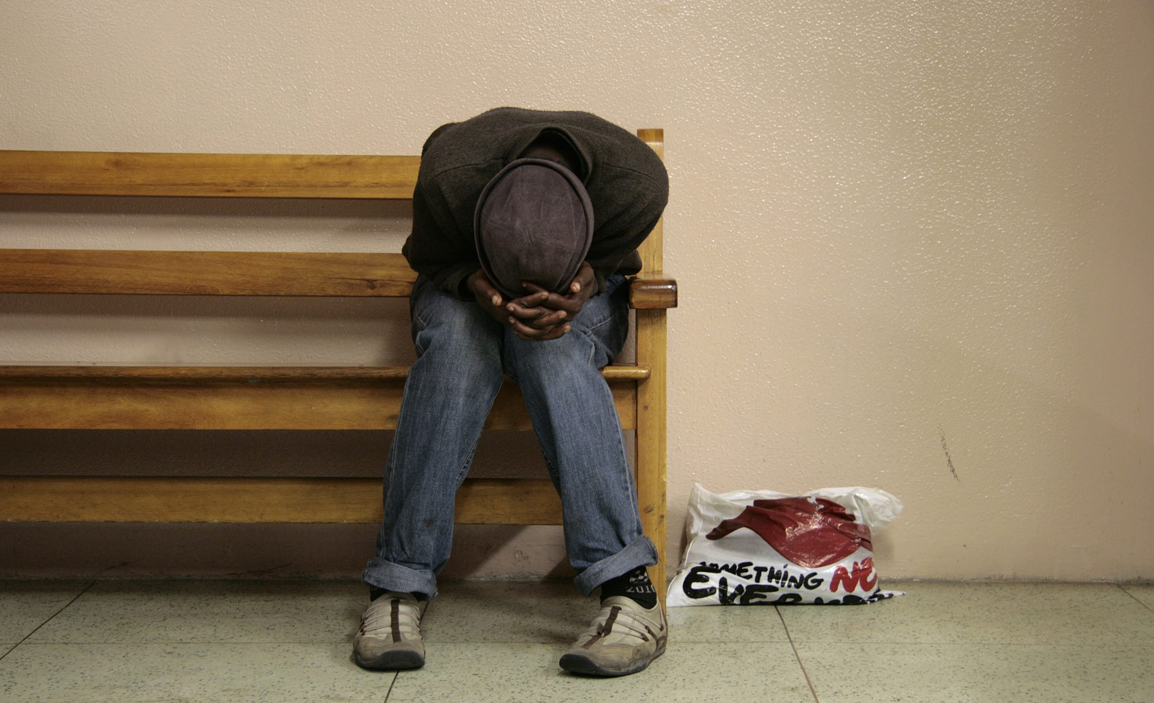 A Zimbabwean man takes refuge at the Milnerton police station after fleeing a fresh outbreak of anti-foreigner violence in Cape Town May 22, 2008.