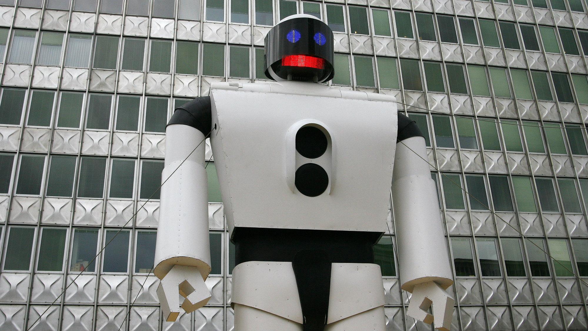 Robot in front of a building