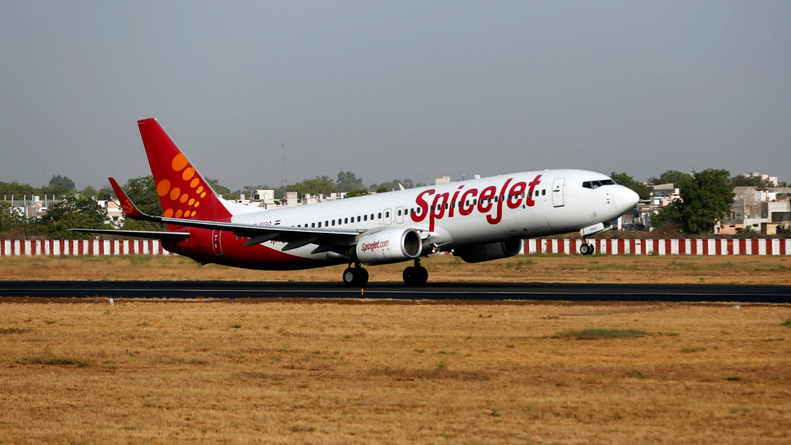 A SpiceJet passenger aircraft takes off from Sardar Vallabhbhai Patel international airport in Ahmedabad, India May 19, 2016.