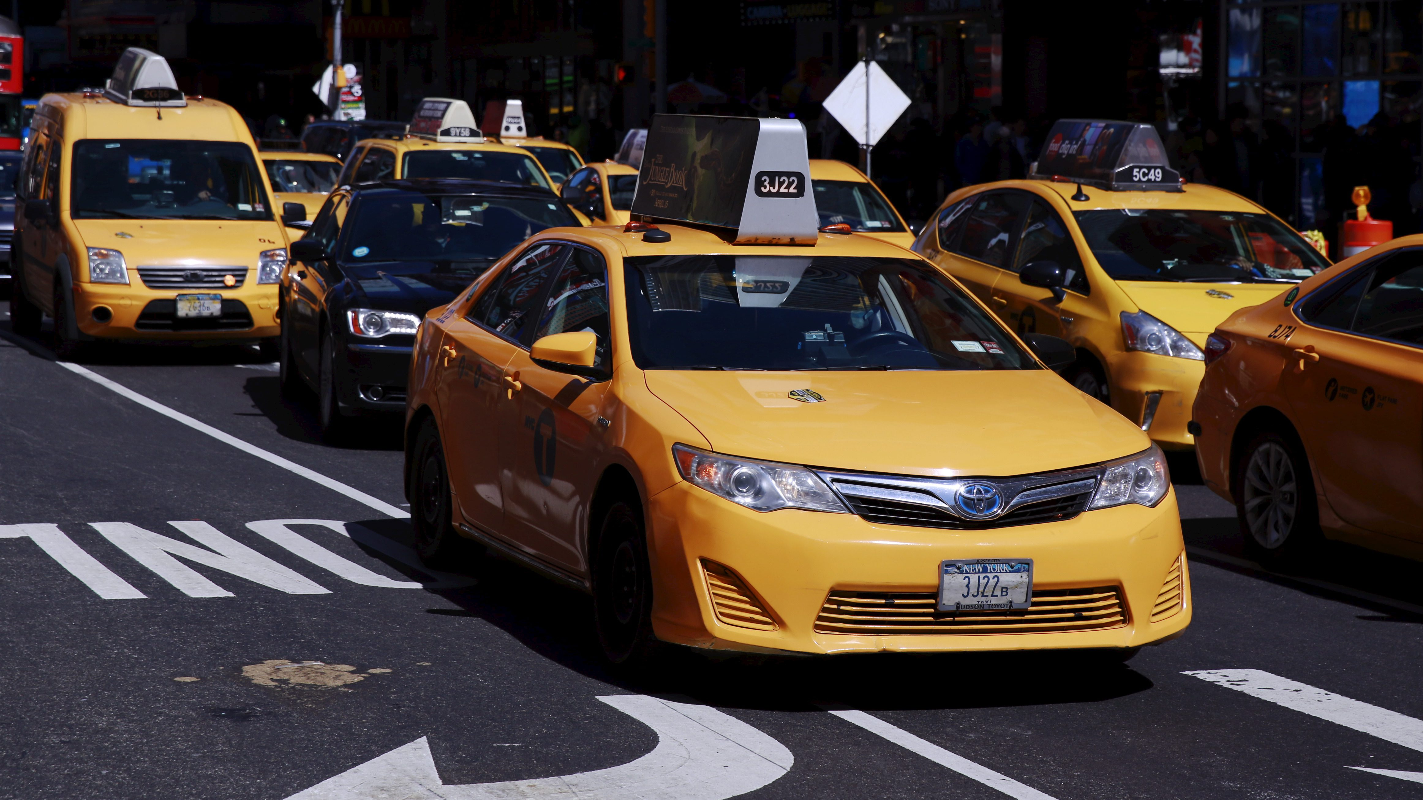 A New York City taxi cab drives through Times Square in New York March 29, 2016.  REUTERS/Lucas Jackson - RTSCPTX