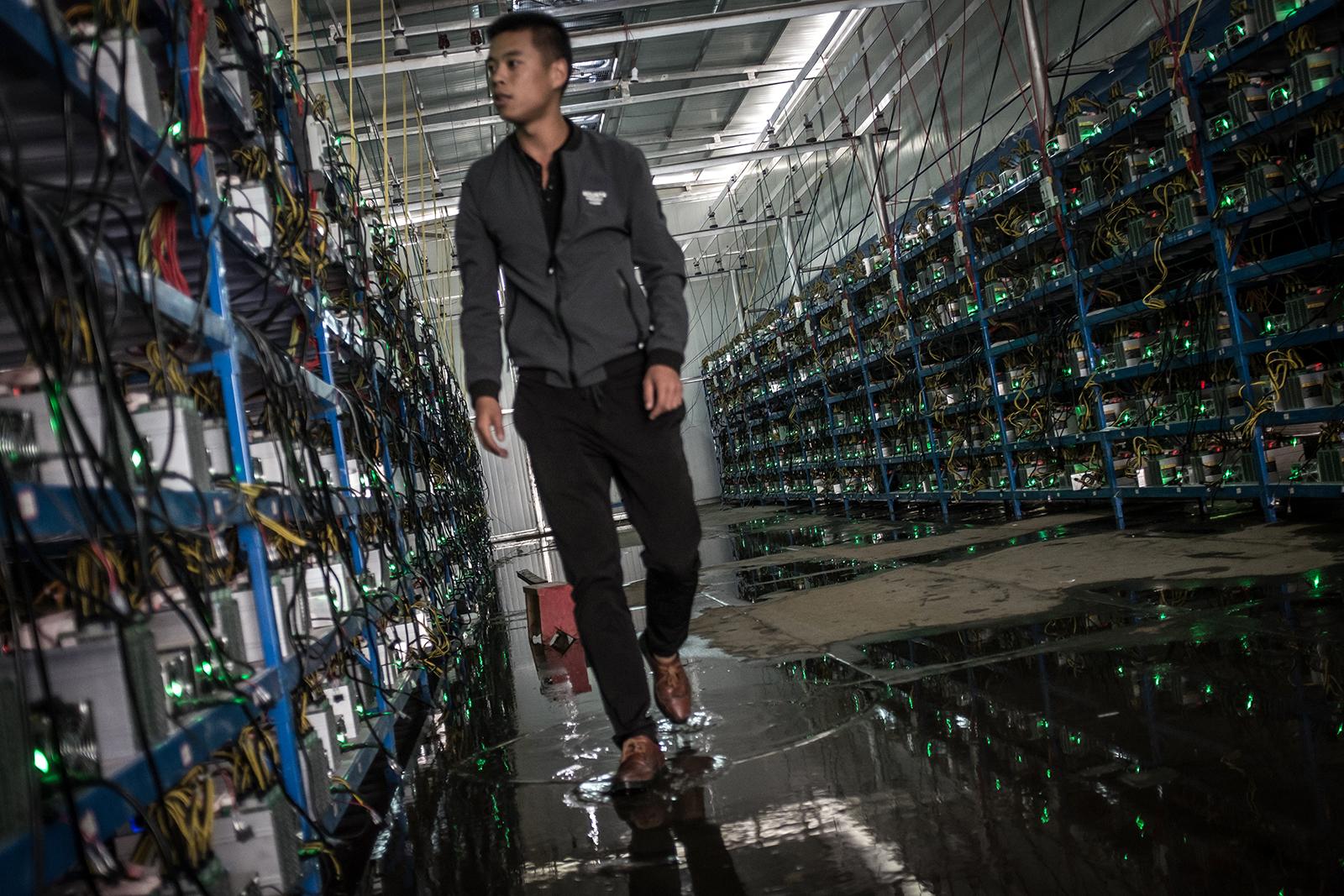 Photos: China's bitcoin mines and miners — Quartz