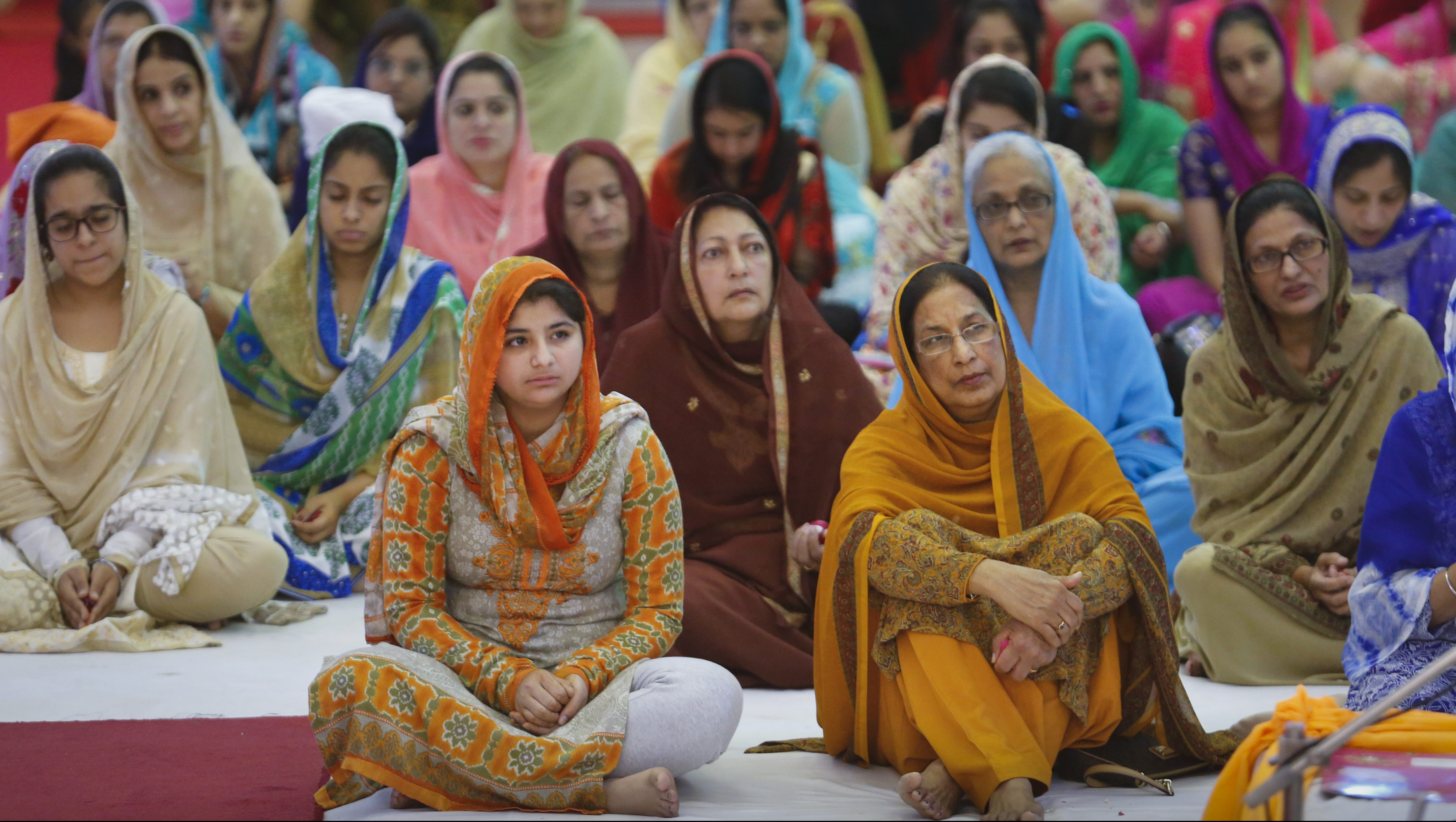 Sikh women pray as they attend the 547th birth anniversary of the first Sikh Guru or master, Sri Guru Nanak Dev Ji, the founder of Sikhism in Nairobi, Kenya, 14 November 2016. Sikhs in the East African nation are joining the fellow faithfuls in India to celebrate the birth of the first Sikh Guru.
