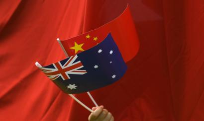 A supporter waves Chinese and Australian national flags during the arrival of Chinese Premier Li Keqiang to the Parliament House in Canberra, Australia, 23 March 2017. Li Keqiang is on a five-day official visit to Australia.
