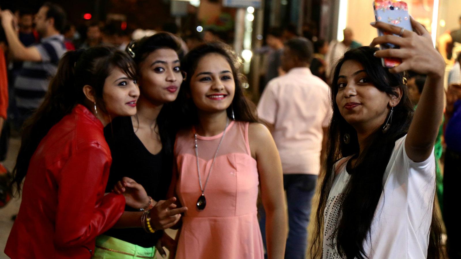 India-urban-poor-shopping-debt-finance