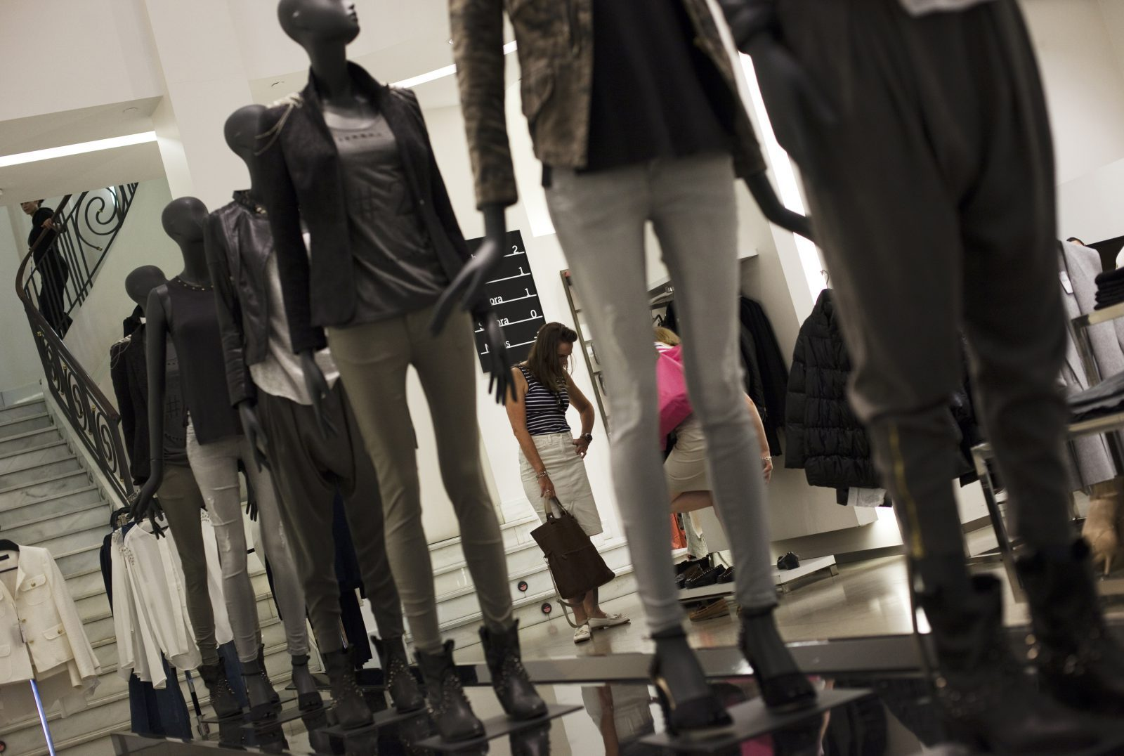 A customer tries on shoes at a Zara store in Madrid September 19, 2012. Fast-changing fashion ranges and a drive to win new customers online and in emerging markets helped Spain's Inditex, the world's biggest clothing retailer and owner of the Zara brand, to beat first-half profit forecasts on Wednesday.