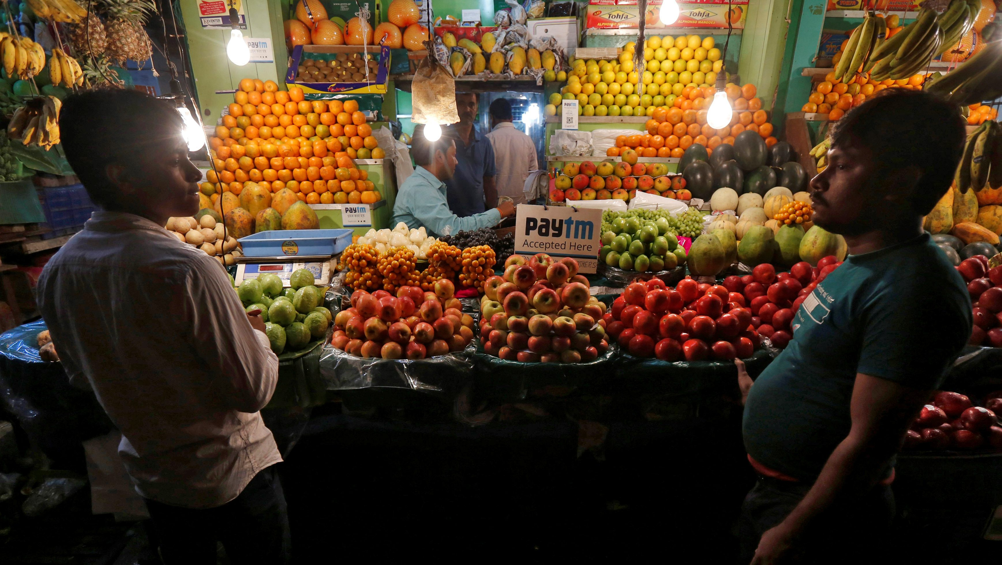 An advertisement of Paytm, a digital wallet company, is seen placed at a fruit stall in Kolkata, India, January 26, 2017. Picture taken January 26, 2017.  REUTERS/Rupak De Chowdhuri - RTS127XM
