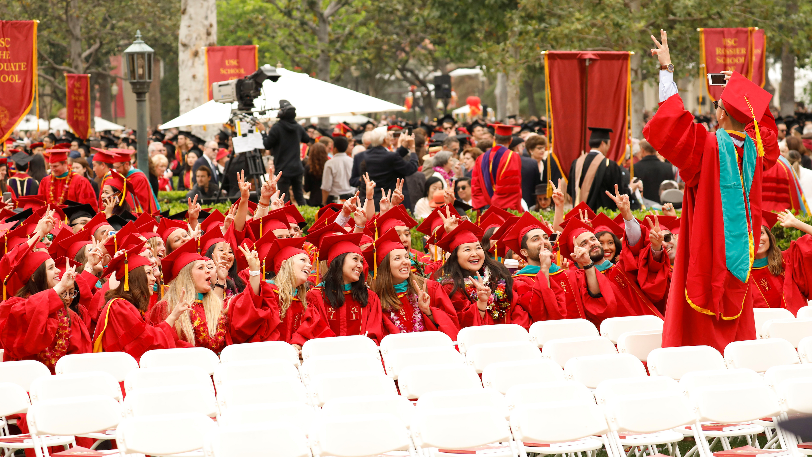 Graduates to be take pictures before the commencement ceremony at the University of Southern California (USC) in Los Angeles, California, U.S., May 12, 2017. REUTERS/Patrick T. Fallon - RTS16FBC