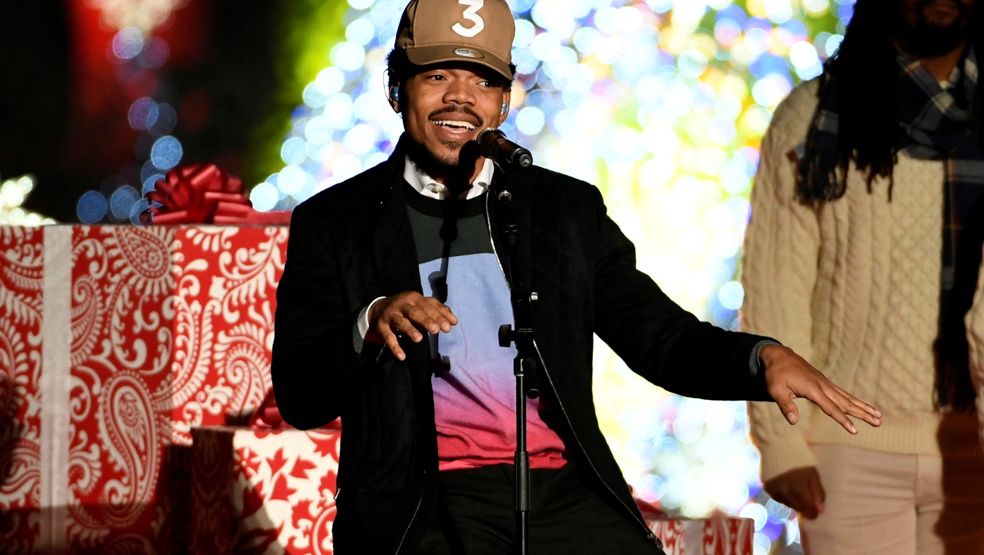 Chance the Rapper performs during the 94th Annual National Christmas Tree Lighting ceremony on The Ellipse, near the White House, in Washington, U.S., December 1, 2016.           REUTERS/Mike Theiler - RTSUA8Z