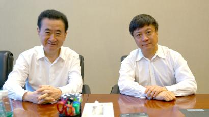 Chairman of Dalian Wanda Group Wang Jianlin meets with chairman of Sunac China Holdings Ltd Sun Hongbin in Beijing, China, July 10, 2017. Picture taken July 10, 2017. CAIXIN/Yang Yifan via REUTERS ATTENTION EDITORS - THIS IMAGE WAS PROVIDED BY A THIRD PARTY. CHINA OUT. NO COMMERCIAL OR EDITORIAL SALES IN CHINA. - RTX3B3VL
