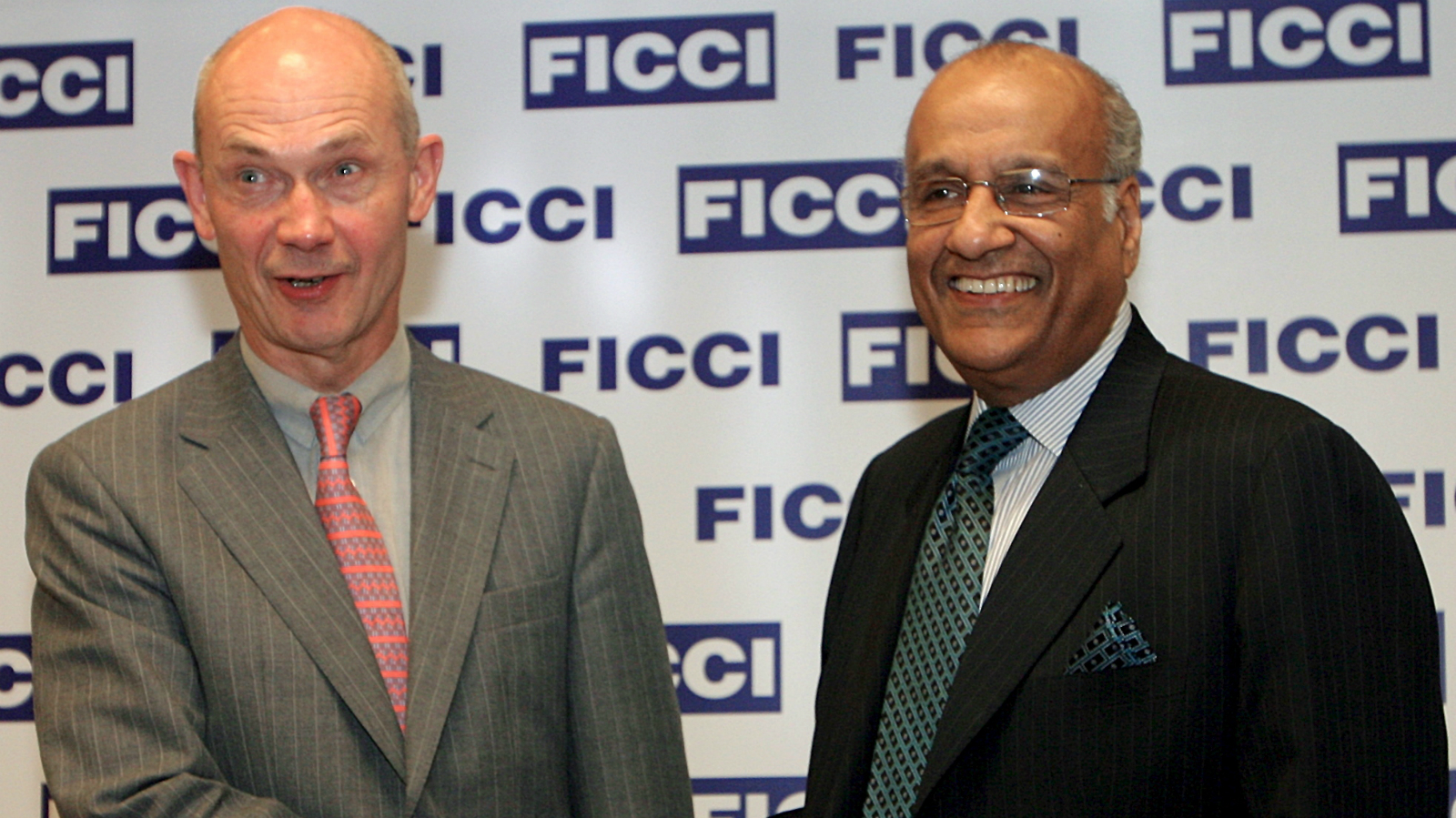 The Director General of the World Trade Organisation, Pascal Lamy (L) shakes hand with Saroj Kumar Poddar, President of the Federation of Indian Chambers of Commerce and Industry (FICCI) before a luncheon address in New Delhi, India on Wednesday, 05 April 2006. Pascal Lamy arrived in India on Wednesday on a two-day visit to hold talks with the government.