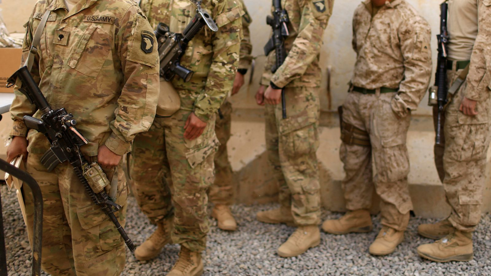 U.S. soldiers stand in line as they celebrate Thanksgiving Day inside the U.S. army base in Qayyara, south of Mosul, Iraq November 24, 2016. REUTERS/Thaier Al-Sudani - RTST4XG