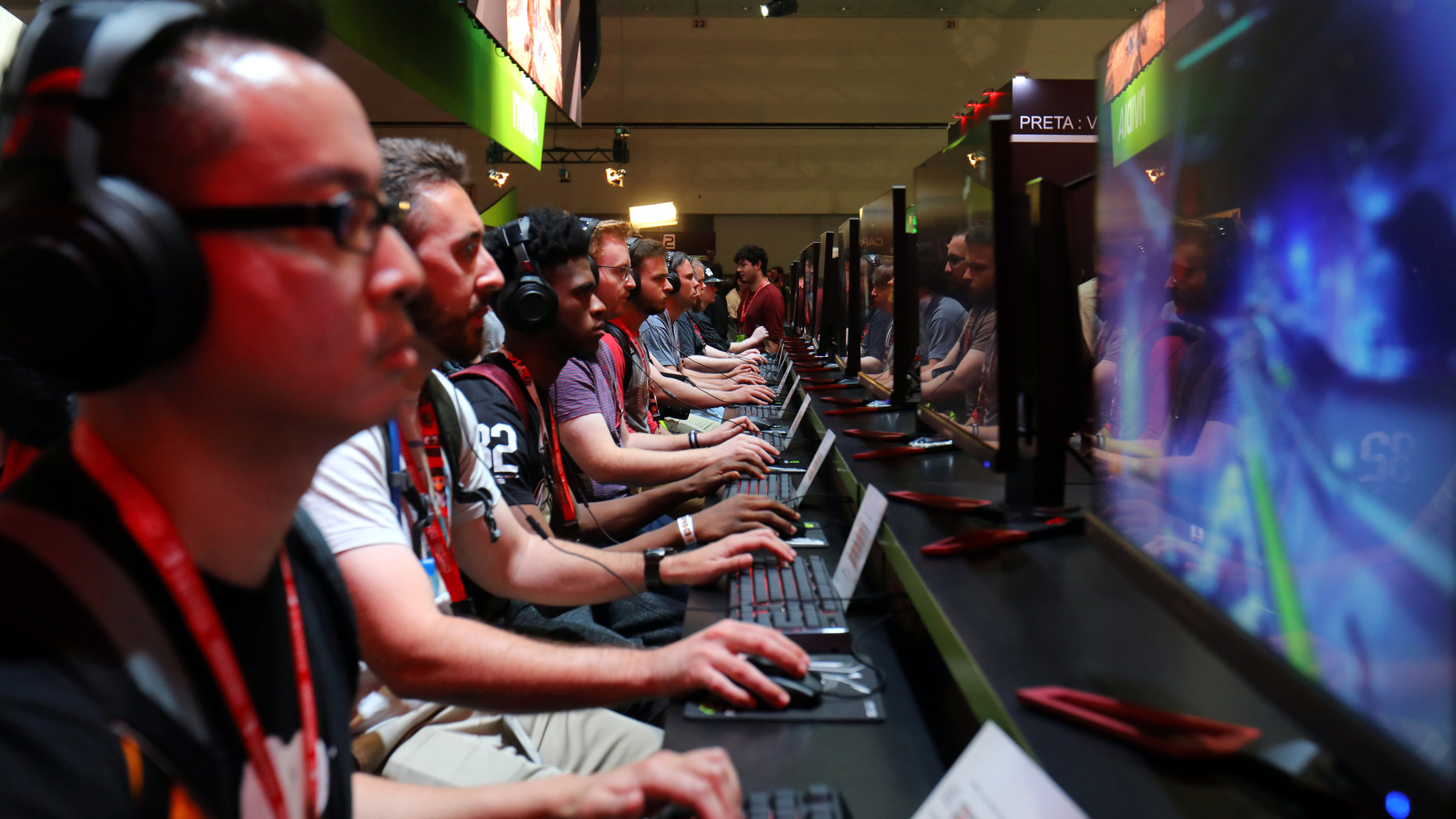 Attendees play video games at the E3 2017 Electronic Entertainment Expo in Los Angeles, California, U.S. June 13, 2017.