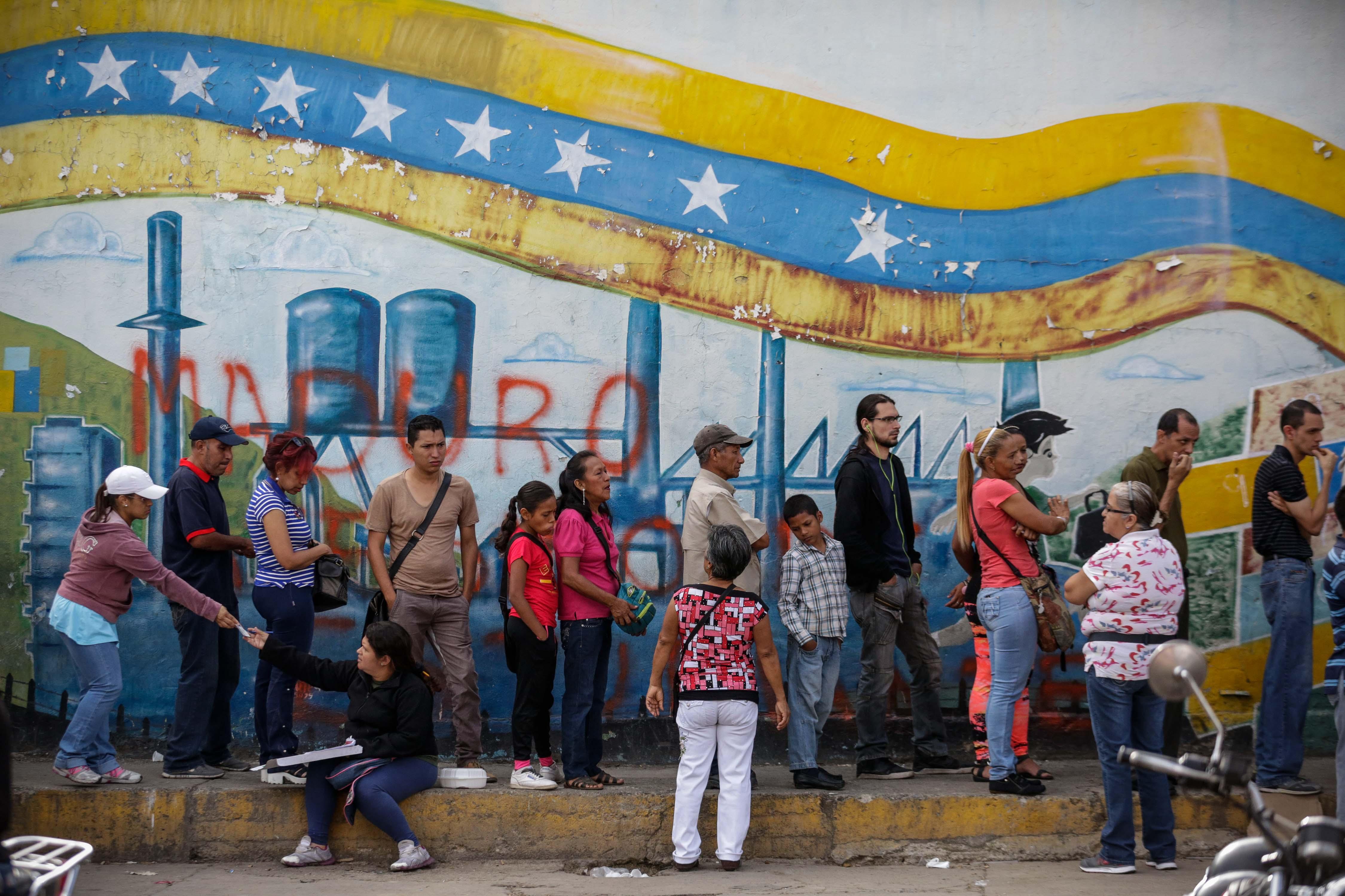 Venezuelans queue to cast their vote