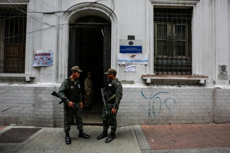 Agents of the Bolivarian National Guard guarded the access to a polling place