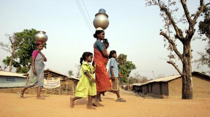 Women still carry most of the world's drinking water — Quartz