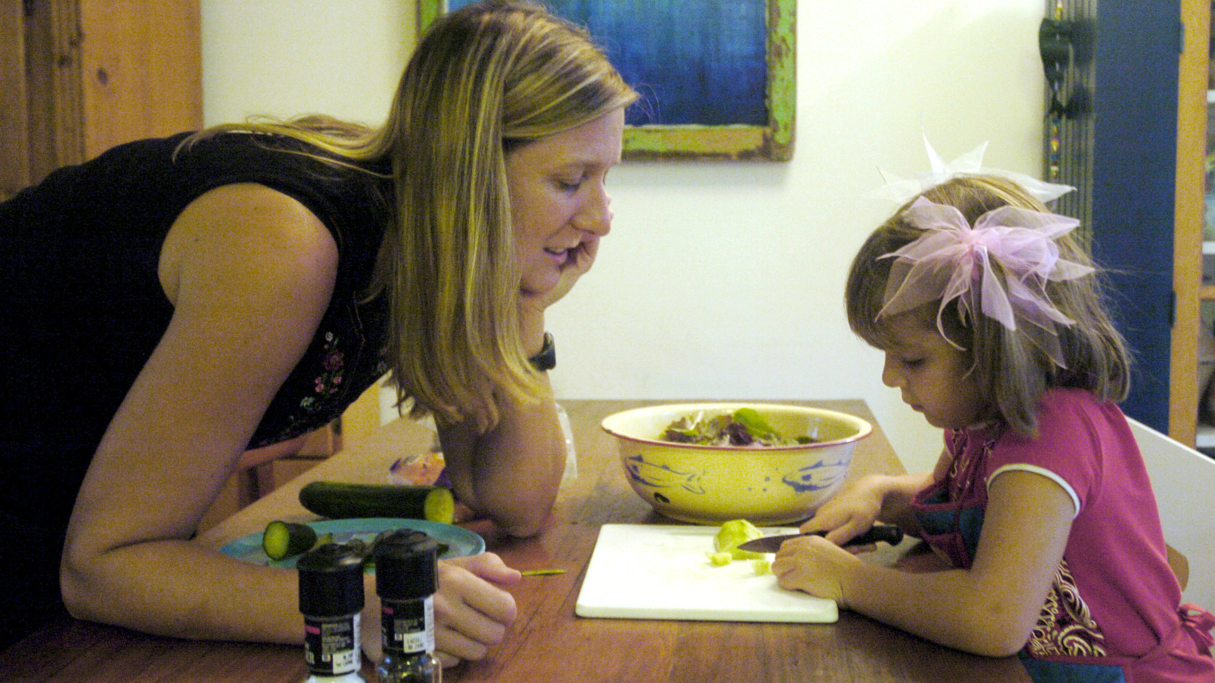 photo The Unhealthy Habit Kids Learn From Mom