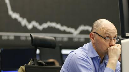 Trader looking worried in front of screen