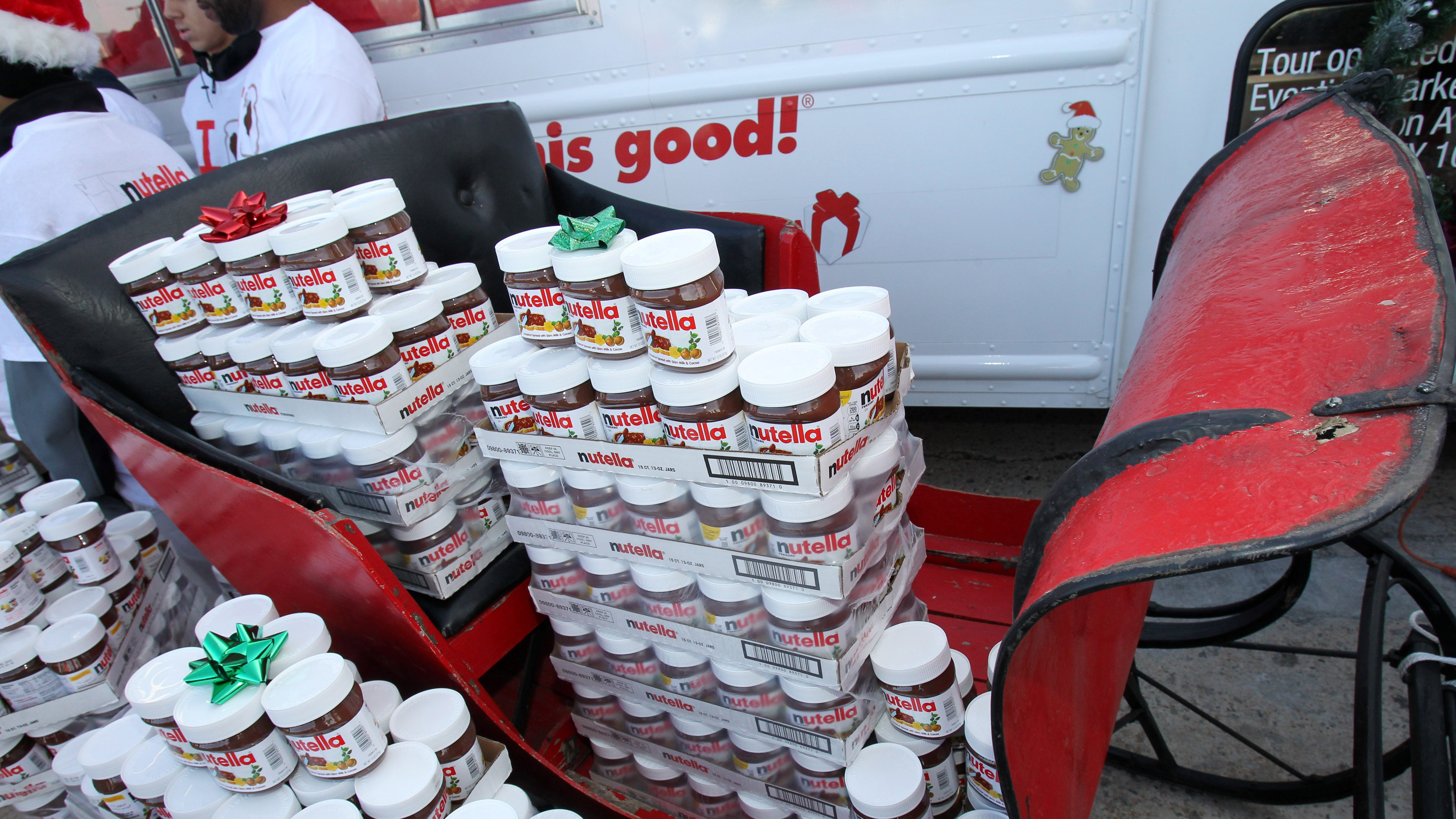 IMAGE DISTRIBUTED FOR NUTELLA -Nutella hands out 5,000 13oz jars of Nutella hazelnut spread to the winner of the Nutella Tour City Challenge, the city of Woodbridge, VA, at Potomac Mills Sunday, Dec. 23, 2012. (Paul Morigi / AP Images for Nutella)