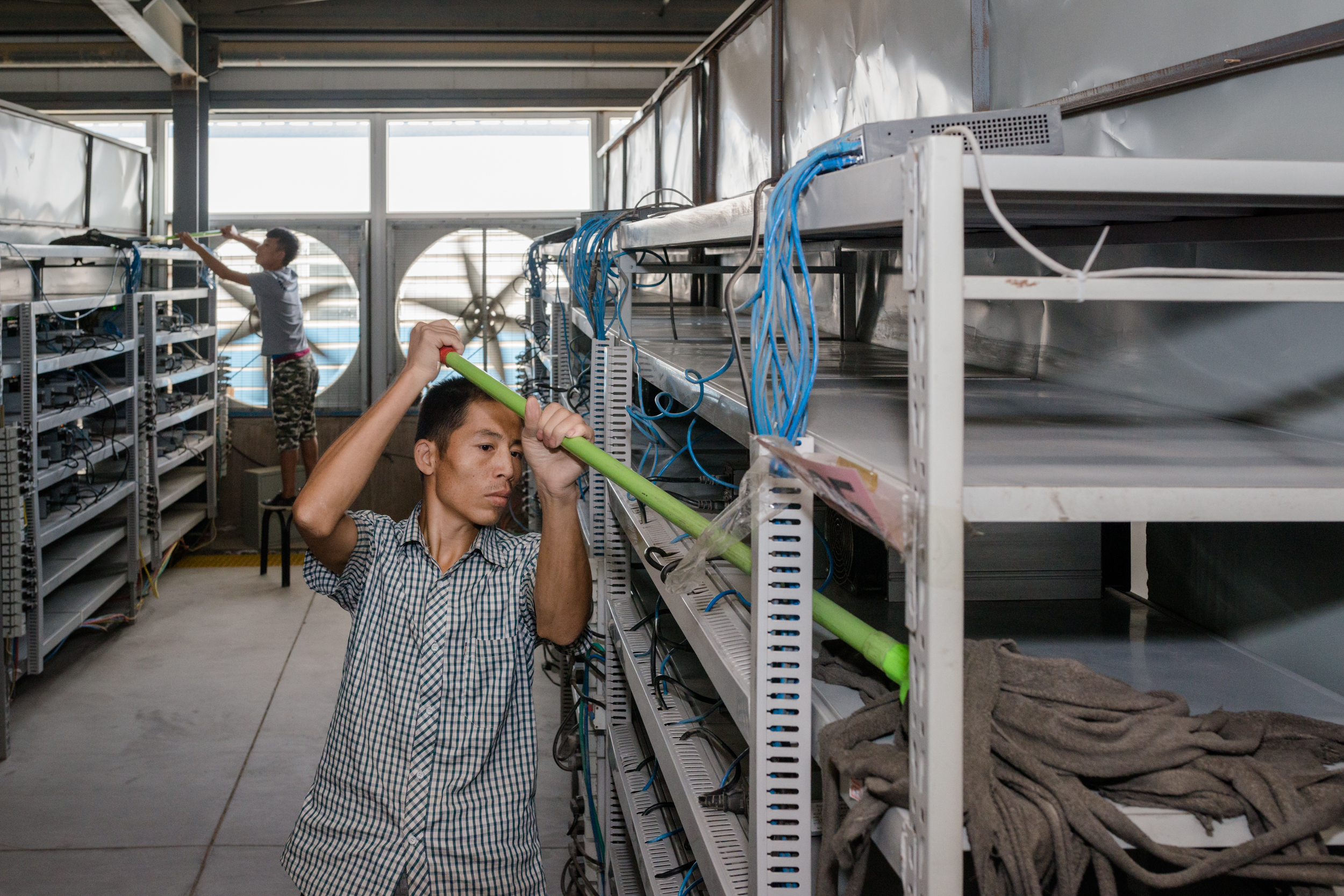 Photos: China has one of world's largest bitcoin mines ...