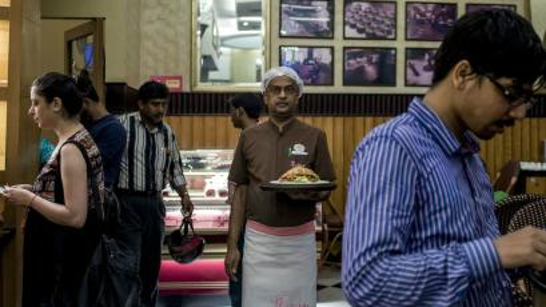 India-Kolkata-Flurys-Park-Street