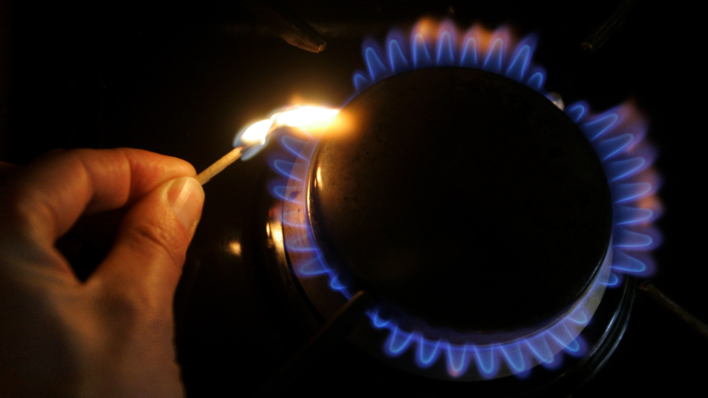 A gas ring is lit on a cooker in this photo illustration in London, Thursday, Feb. 21, 2008. British Gas has reported annual profits of 571m, up from 95m in 2006. Centrica, British Gas' parent company, reported a 40% rise in operating profits to 1.95bn.(AP Photo/Kirsty Wigglesworth)