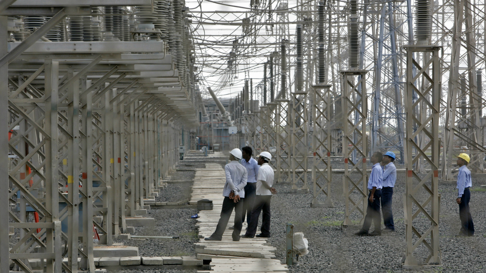 Engineers inspect electric transmission lines at Adani Power Company thermal power plant at Mundra in the western Indian state of Gujarat September 24, 2012. As global mining giants scale back their ambitions in Australia's coal sector, Indian billionaire Gautam Adani is showing no such caution and plans to push full-steam ahead with a $4.5 billion project in a bet on rising Indian demand. Picture taken September 24, 2012. To match Interview INDIA-ADANI/