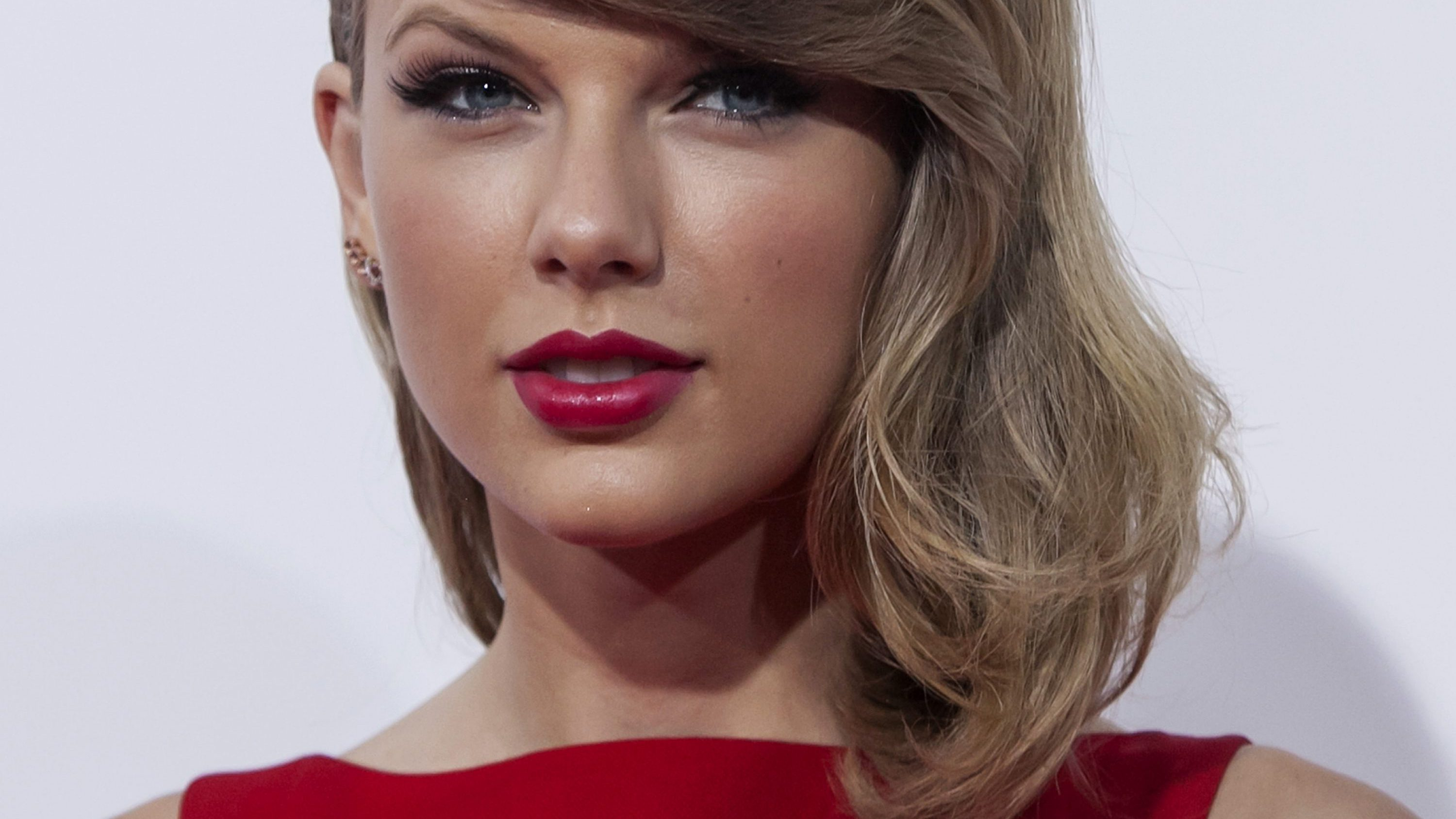 "Actress and singer Taylor Swift attends the premiere of ""The Giver"" in New York August 11, 2014."