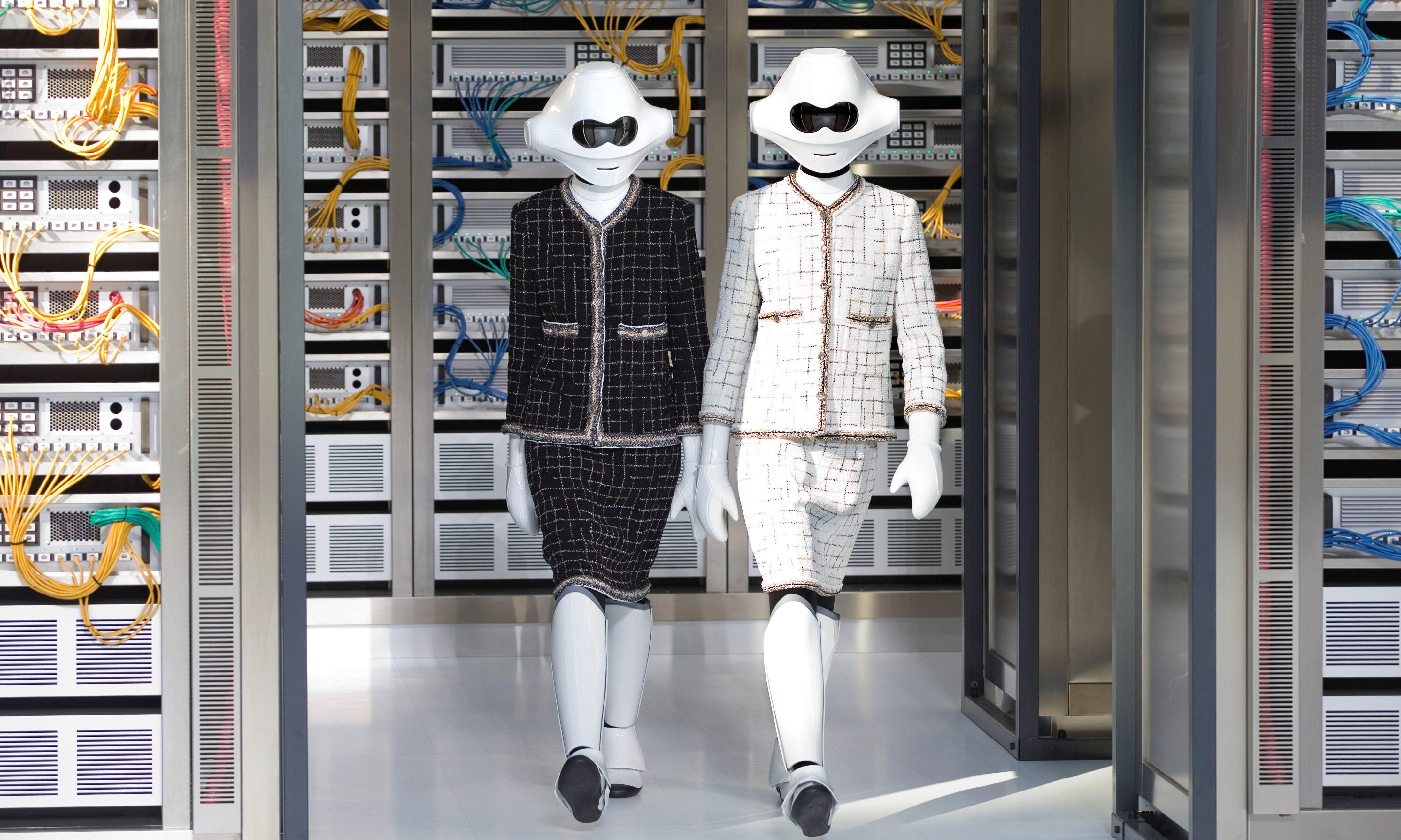 Amazon's new AI algorithm designs clothes without human
