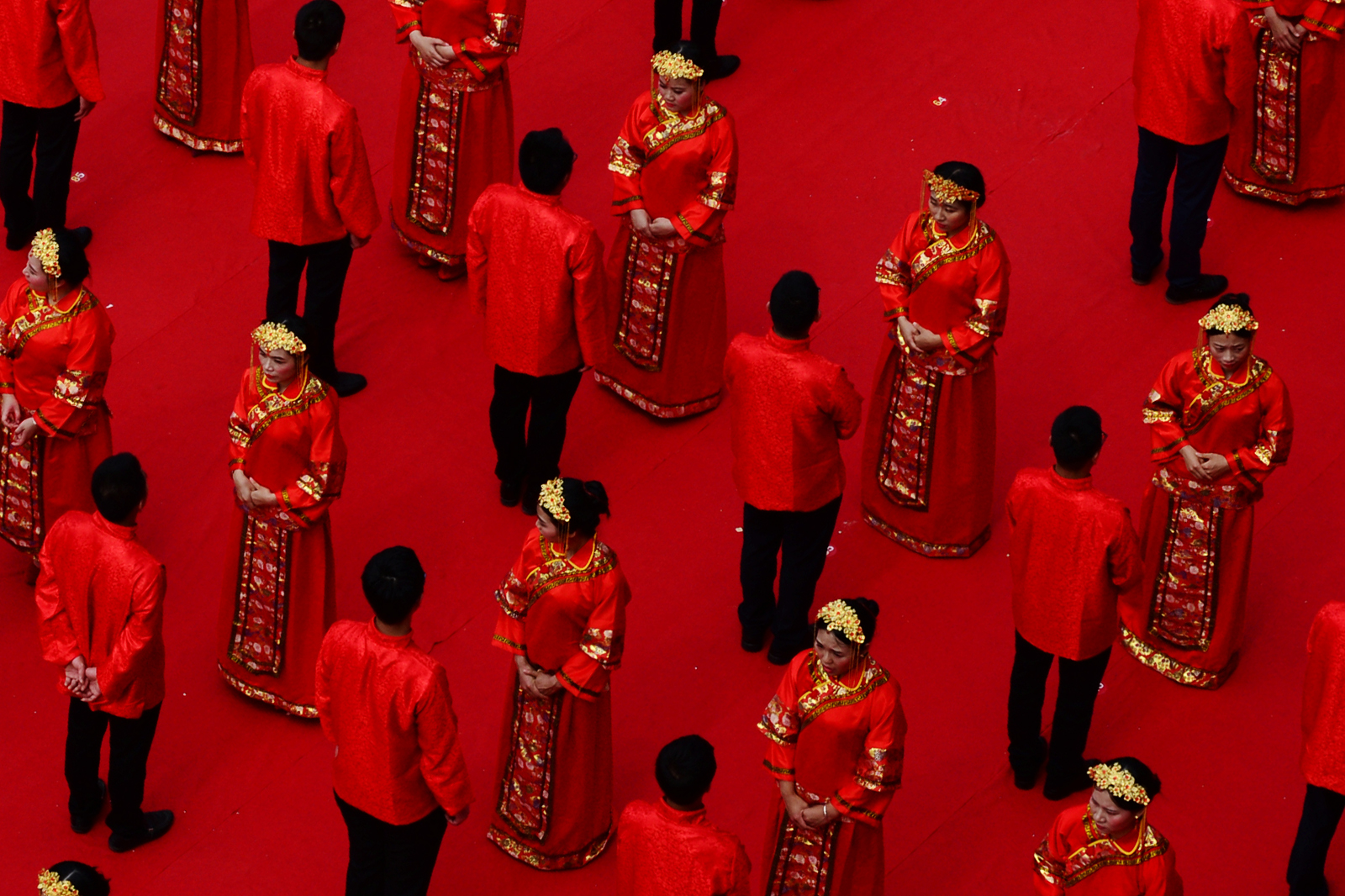 Newly-wed couples attend a group wedding ceremony in traditional Han Dynasty style at Ganzhou, Jiangxi province, China